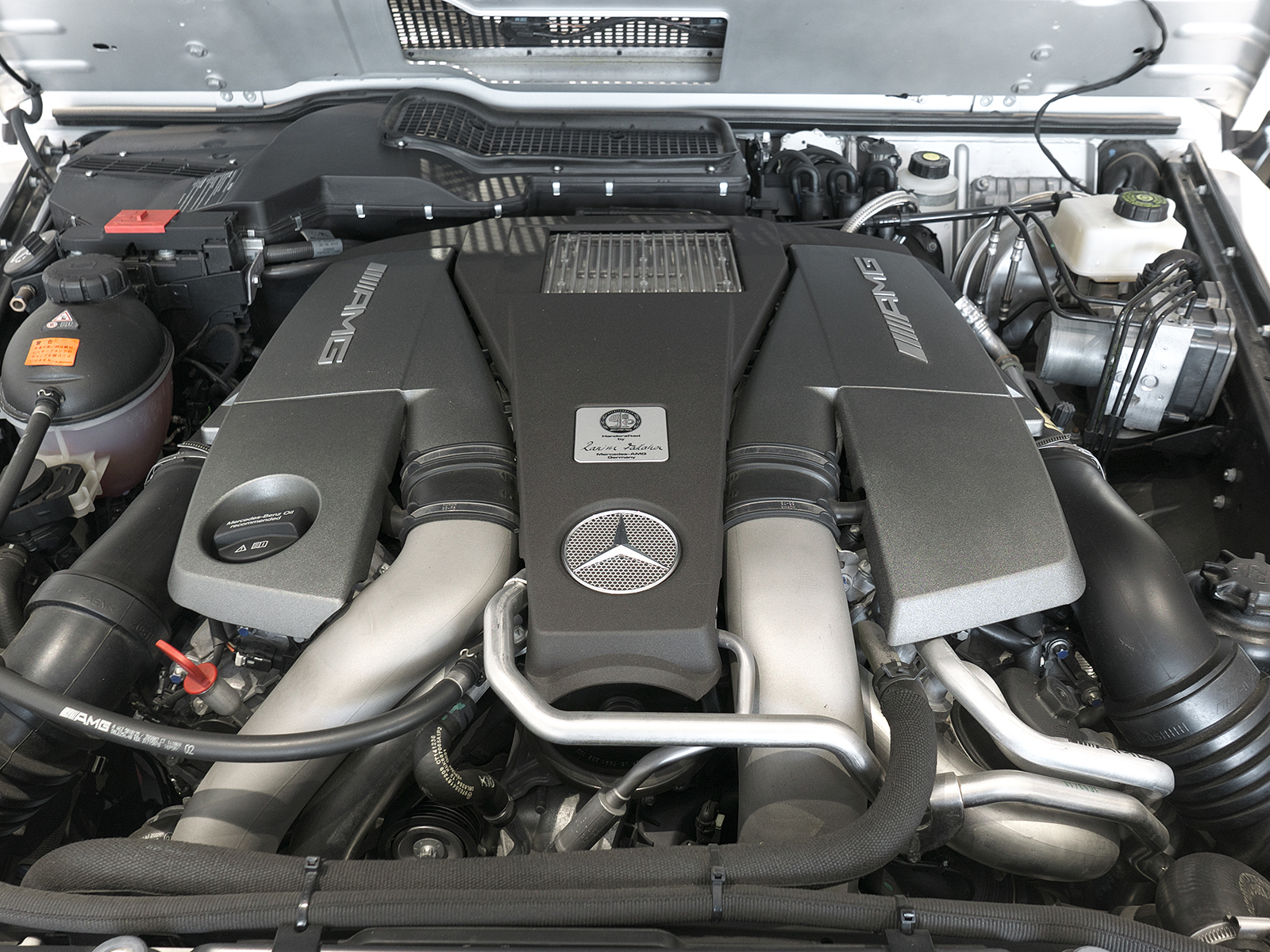 メルセデスAMG G63 ロング エンジンルーム