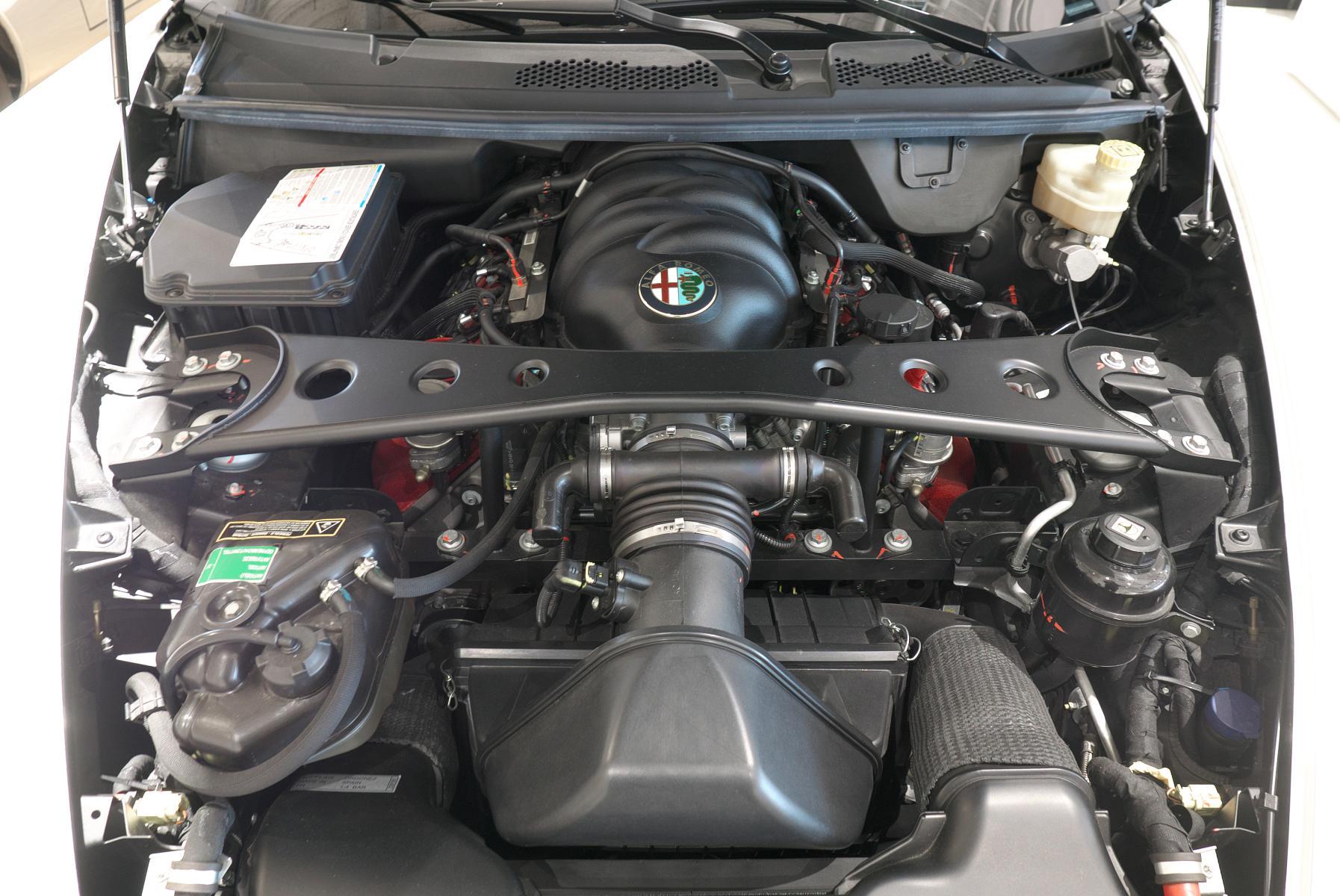 アルファロメオ 8C スパイダー 4.7L V8エンジン