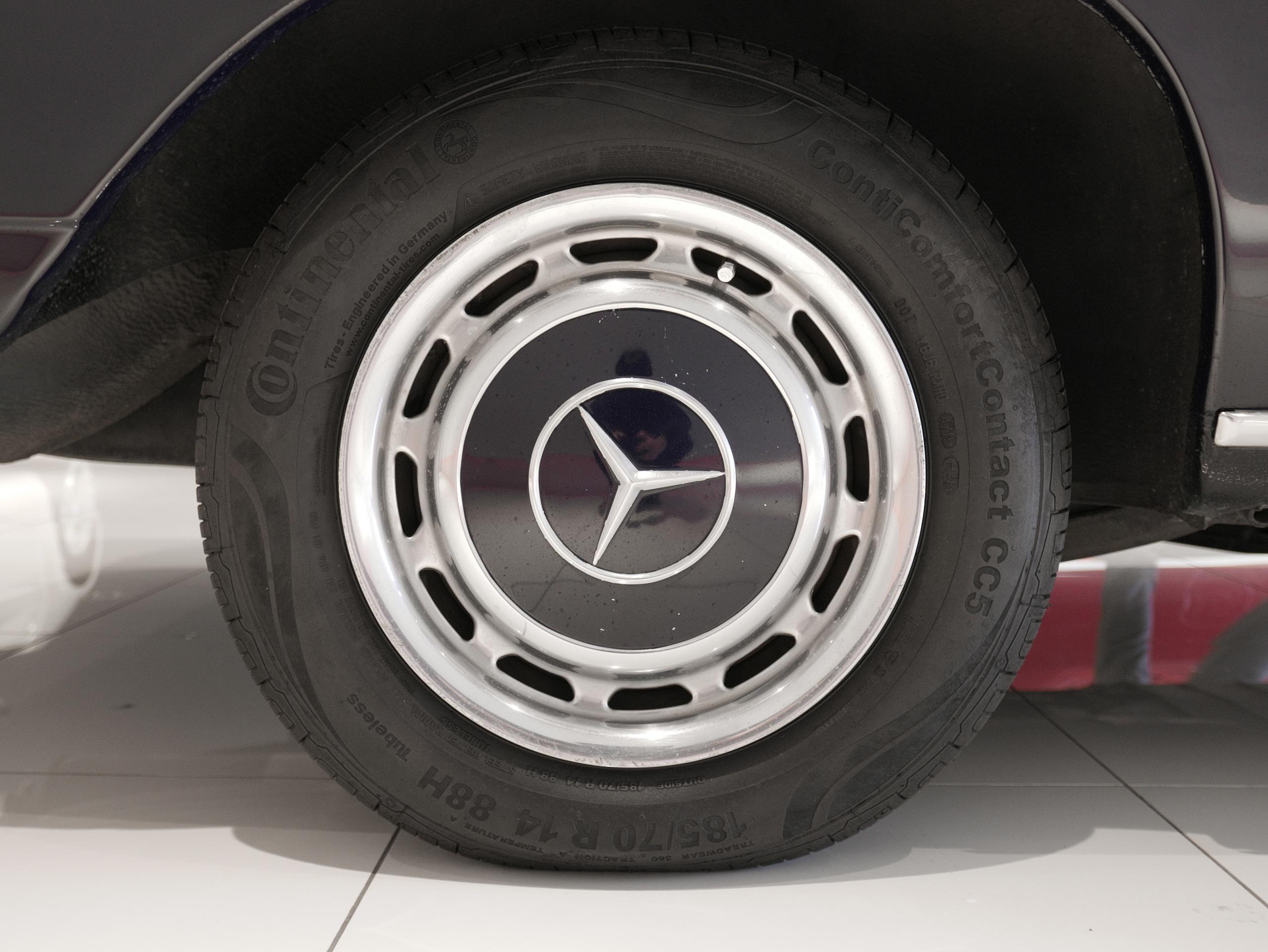 メルセデスベンツ W114 250 右リアホイール