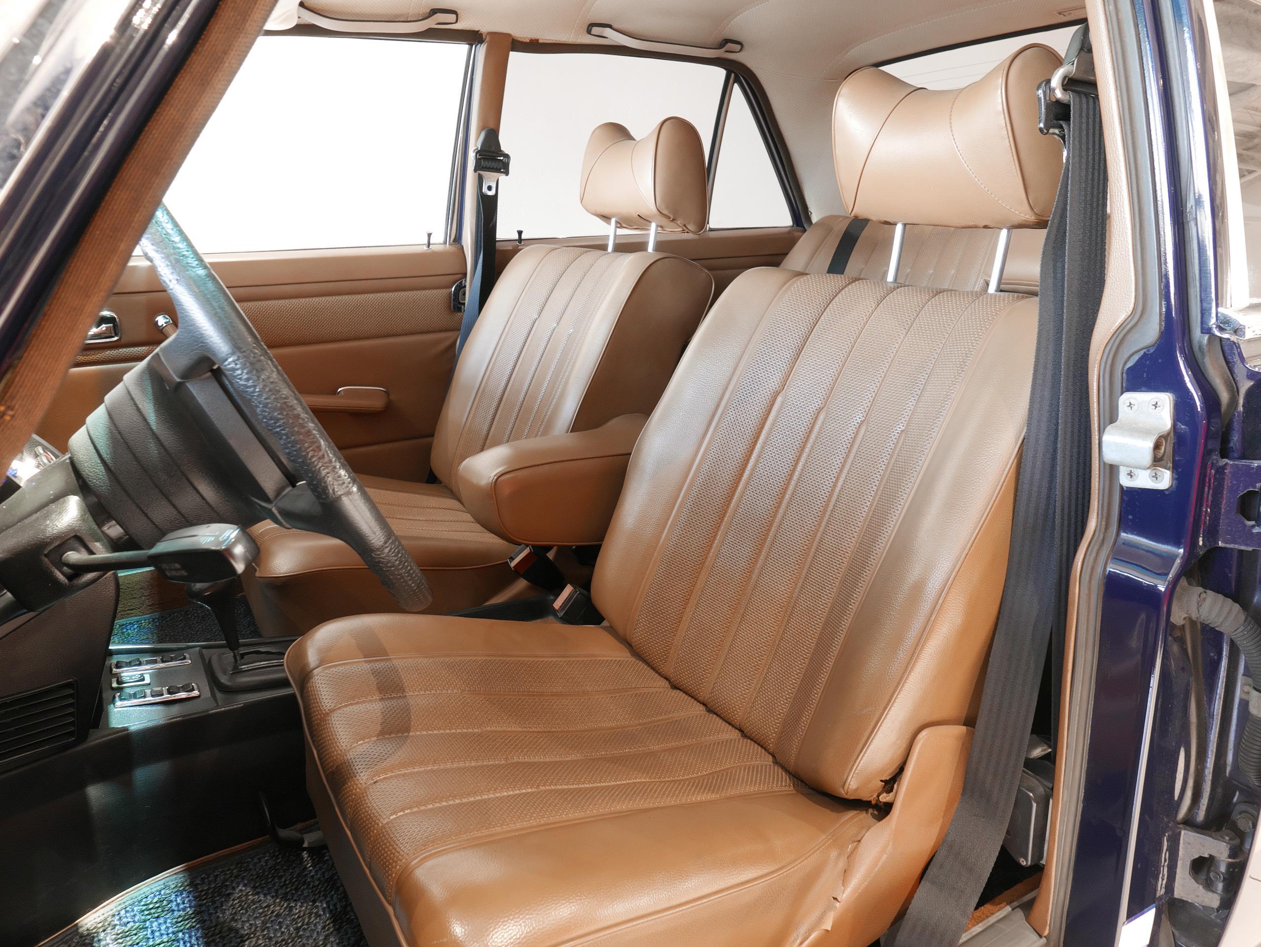 メルセデスベンツ W114 250 運転席シート