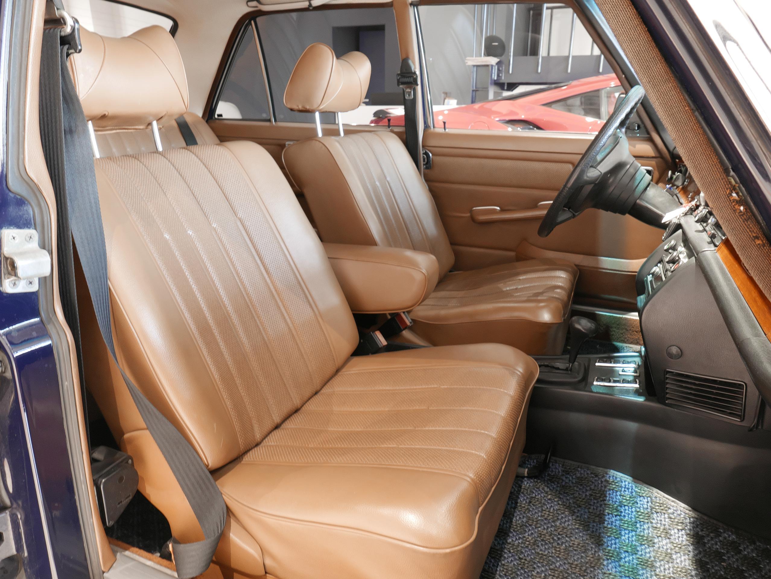 メルセデスベンツ W114 250 助手席シート