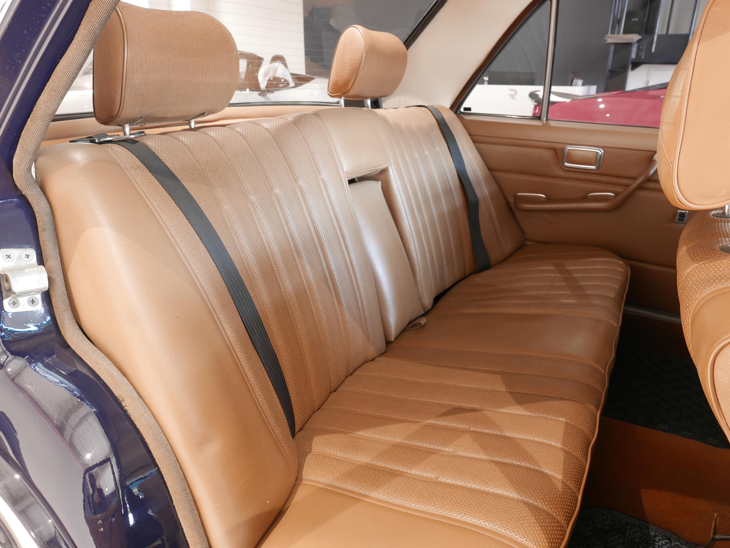 メルセデスベンツ W114 250 右リアシート