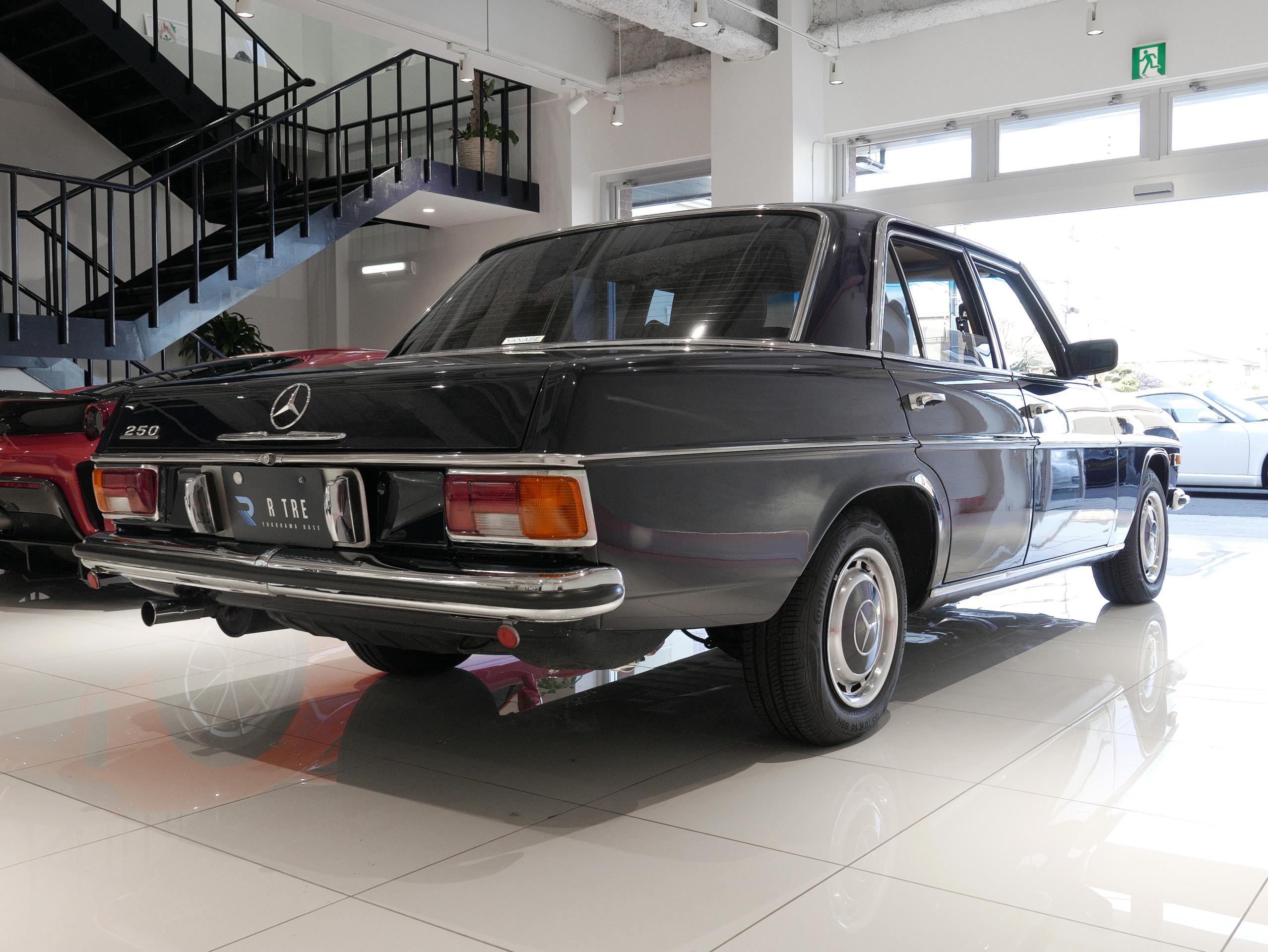 メルセデスベンツ W114 250 右リア