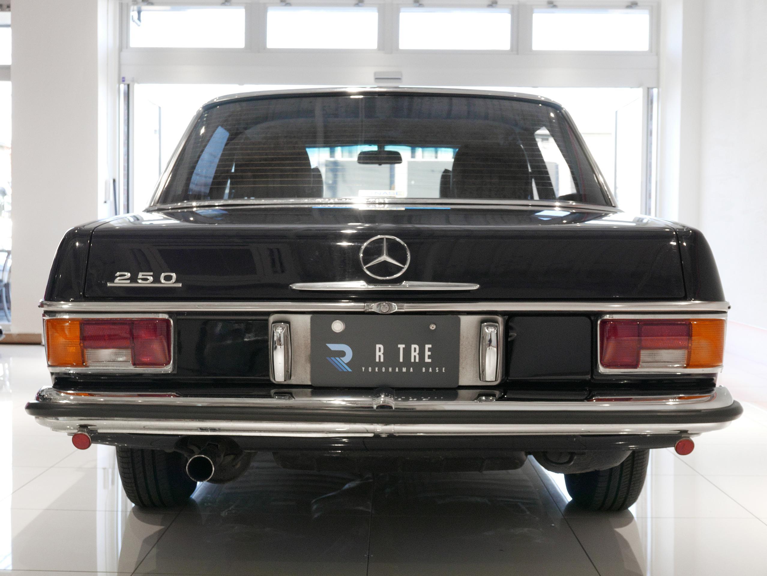 メルセデスベンツ W114 250 リア