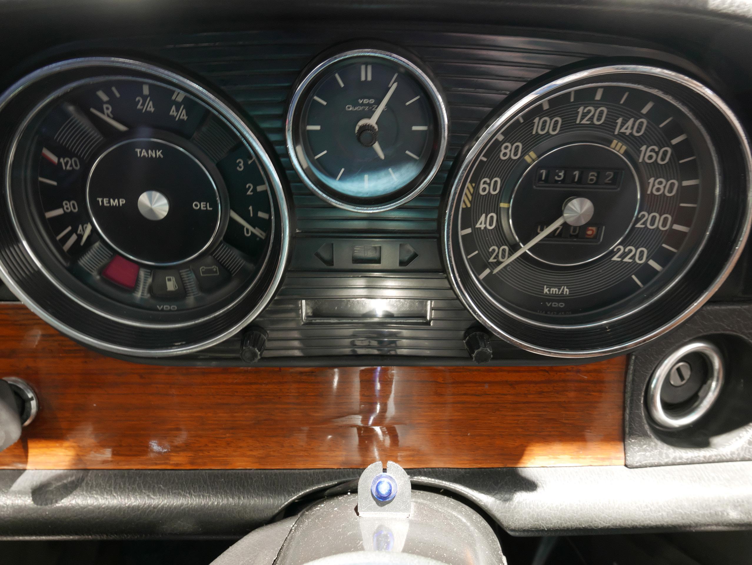 メルセデスベンツ W114 250 メーターパネル