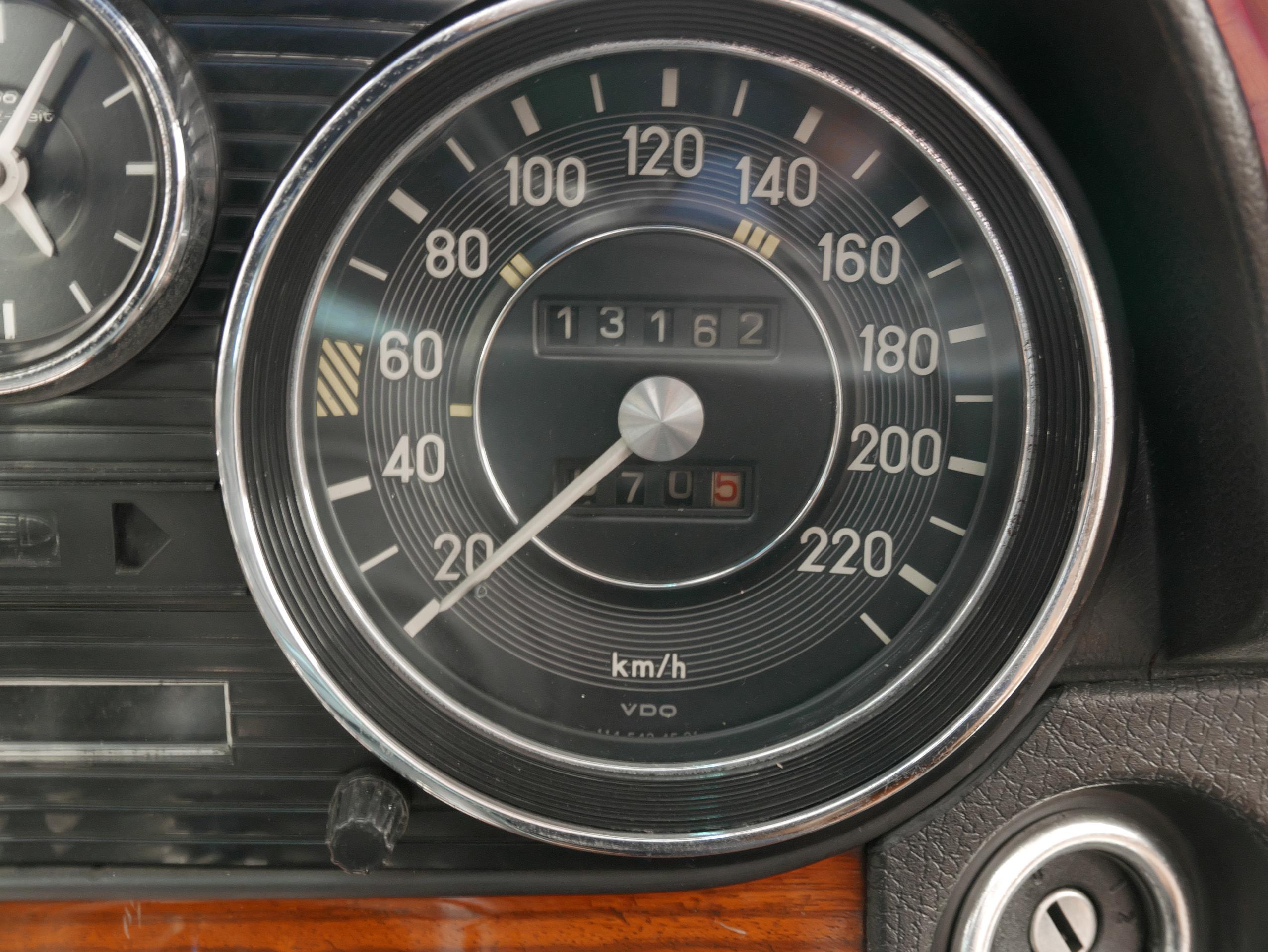 メルセデスベンツ W114 250 ODOメーター