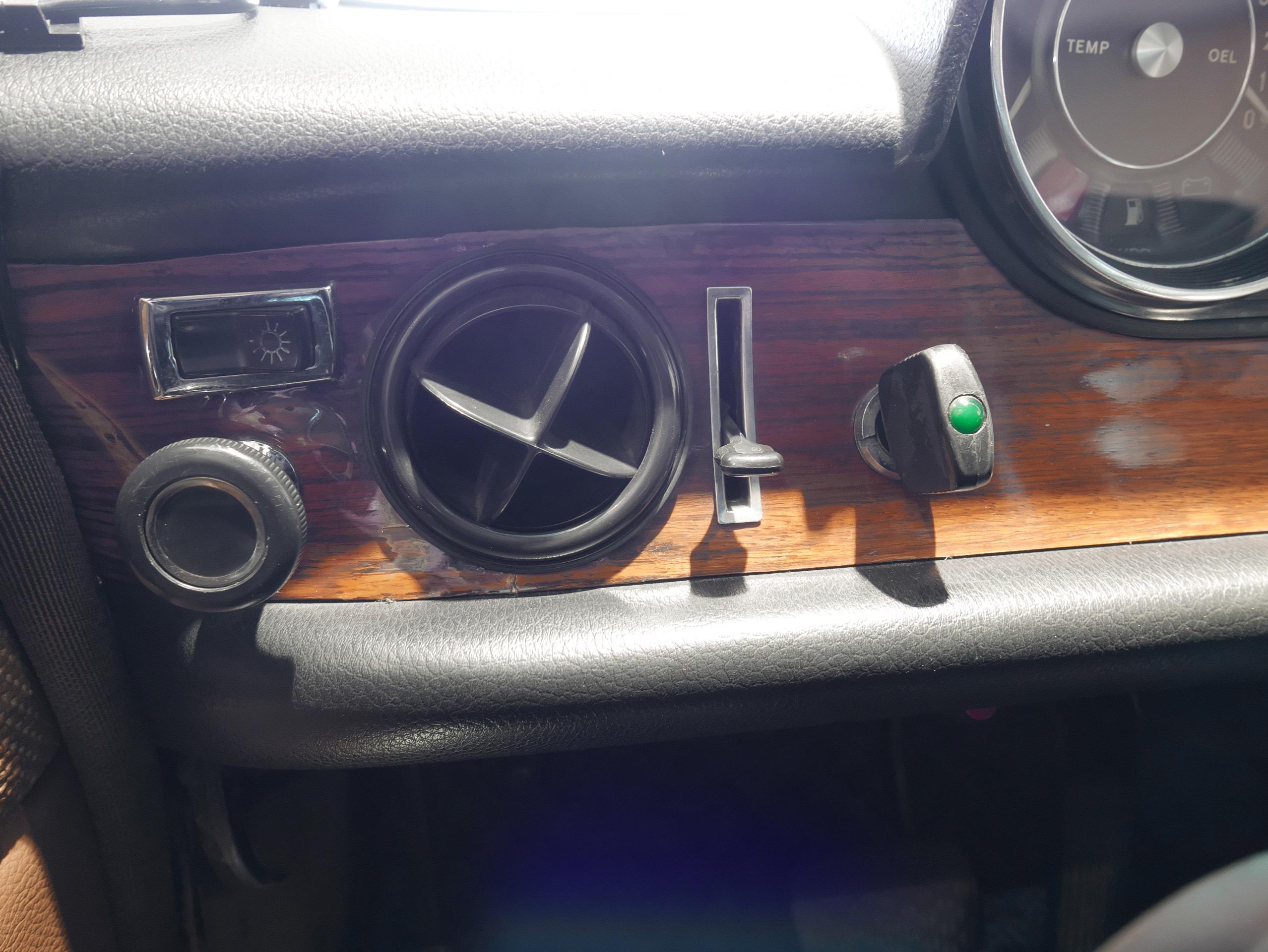 メルセデスベンツ W114 250 インパネ 01