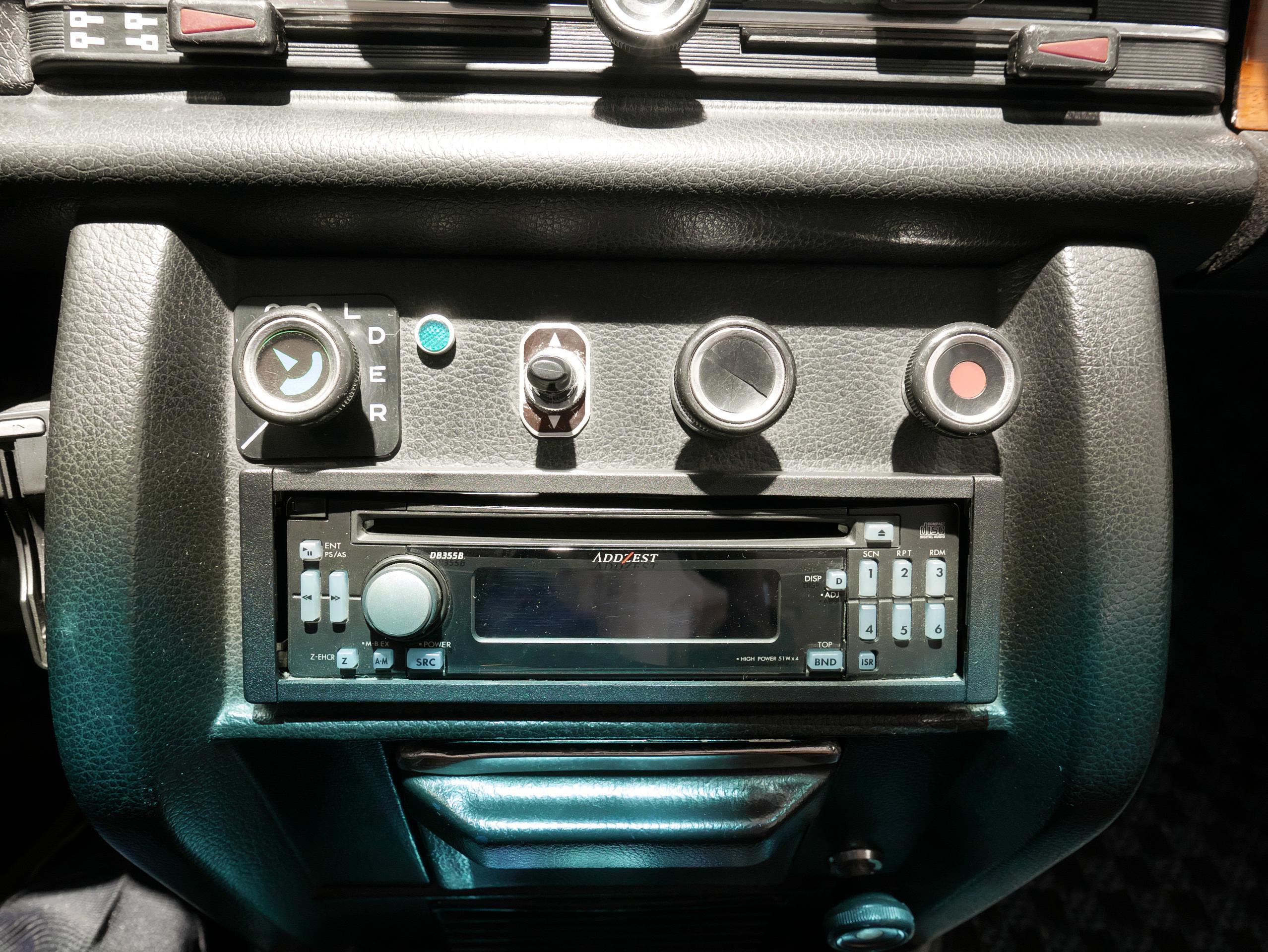 メルセデスベンツ W114 250 オーディオ