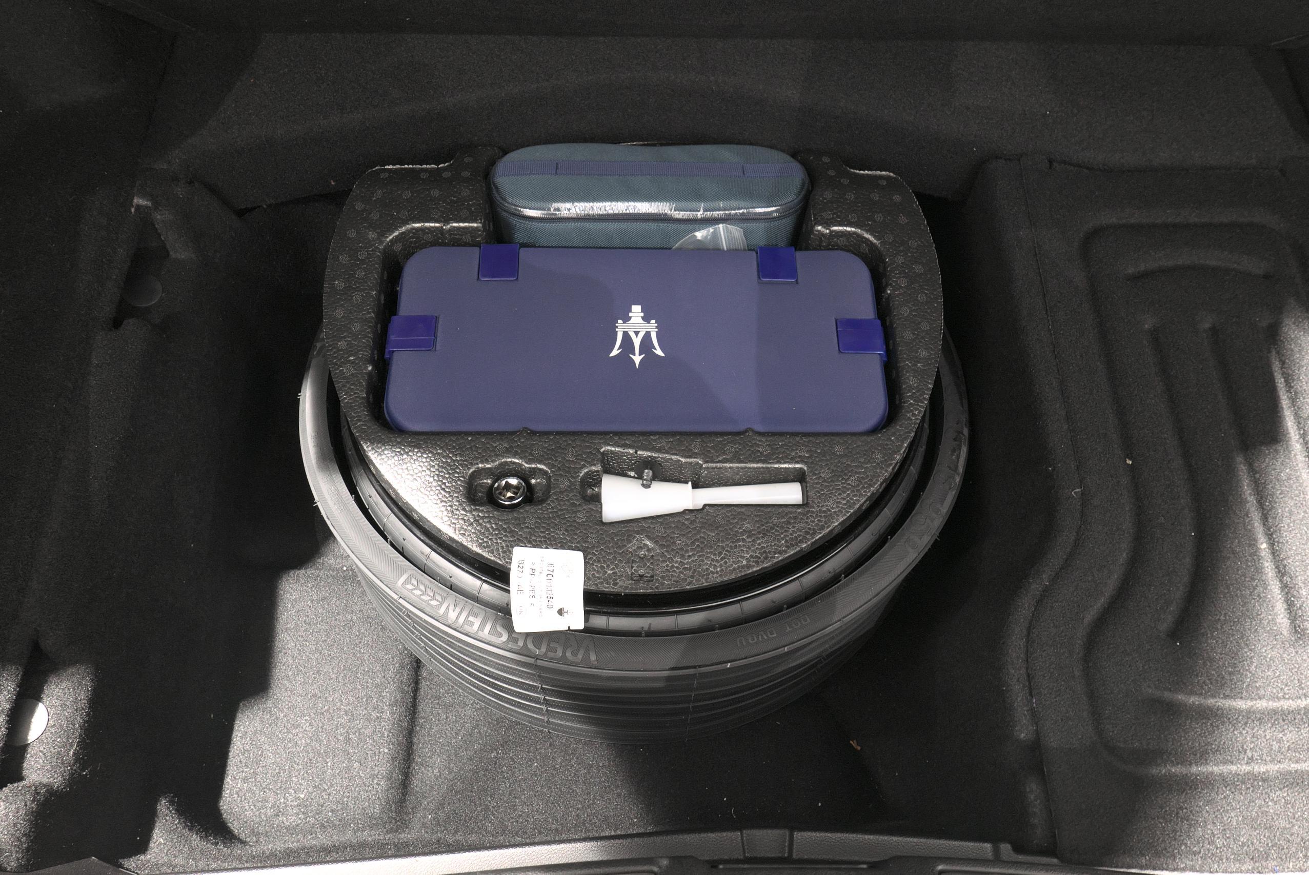 マセラティ クアトロポルテ S 車載工具