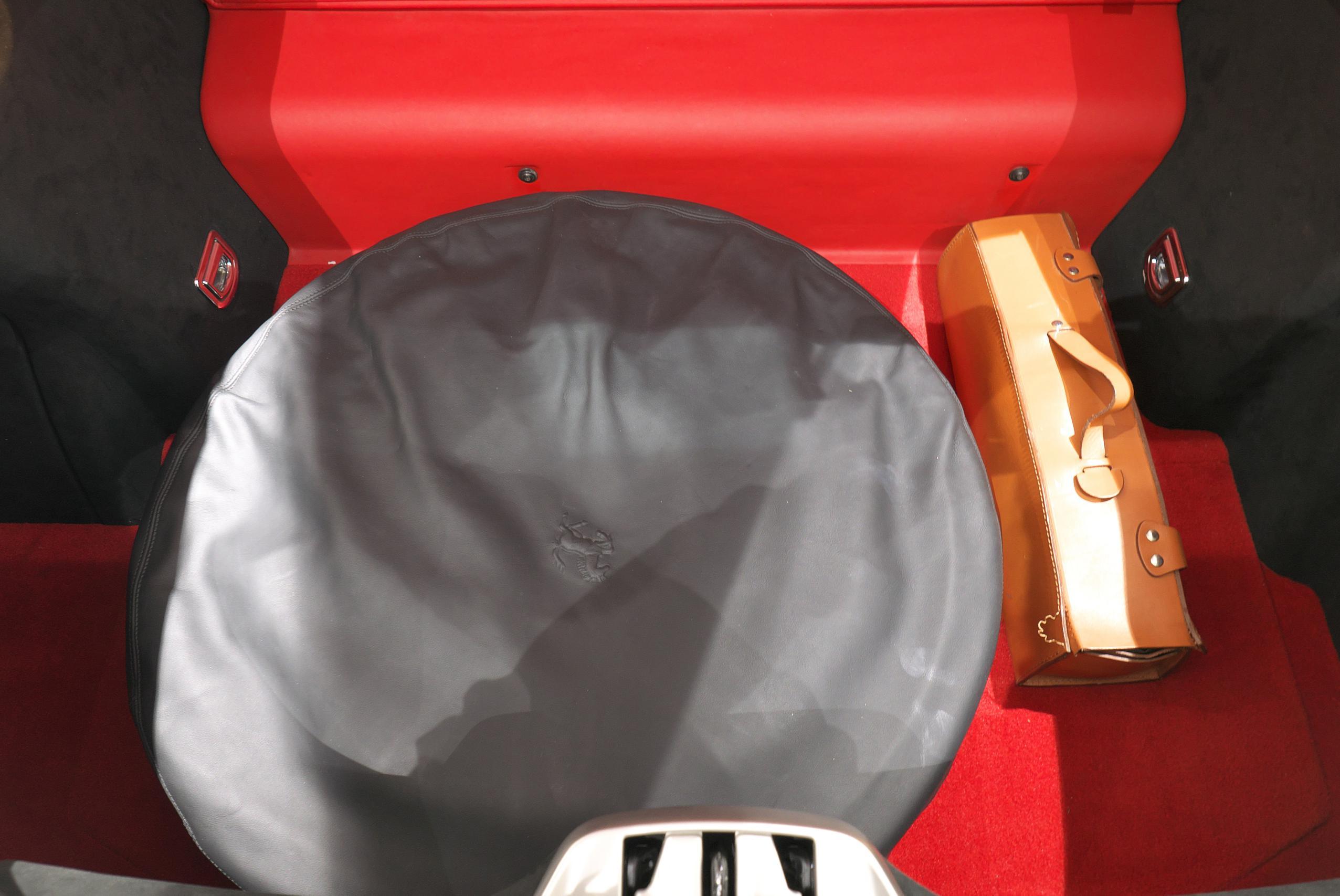 フェラーリ F12 ベルリネッタ トランク