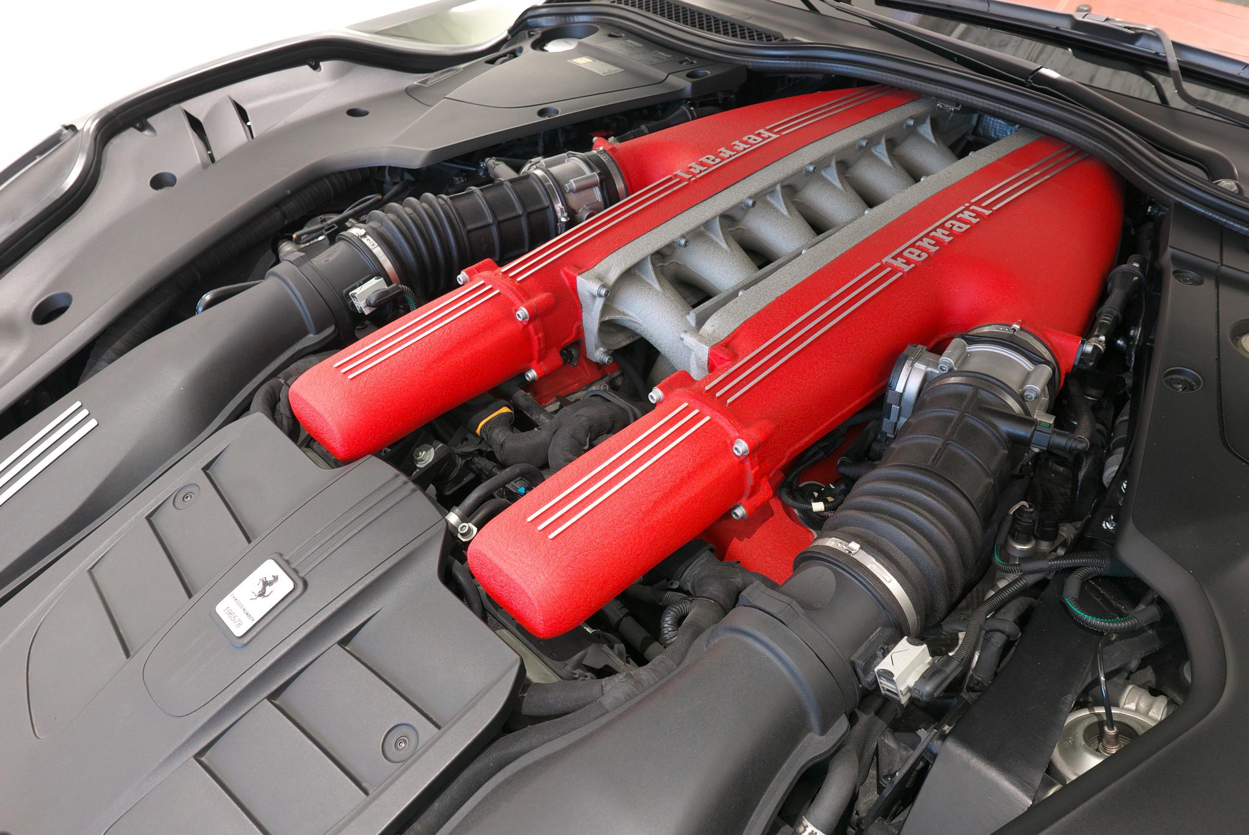フェラーリ F12 ベルリネッタ V12エンジン