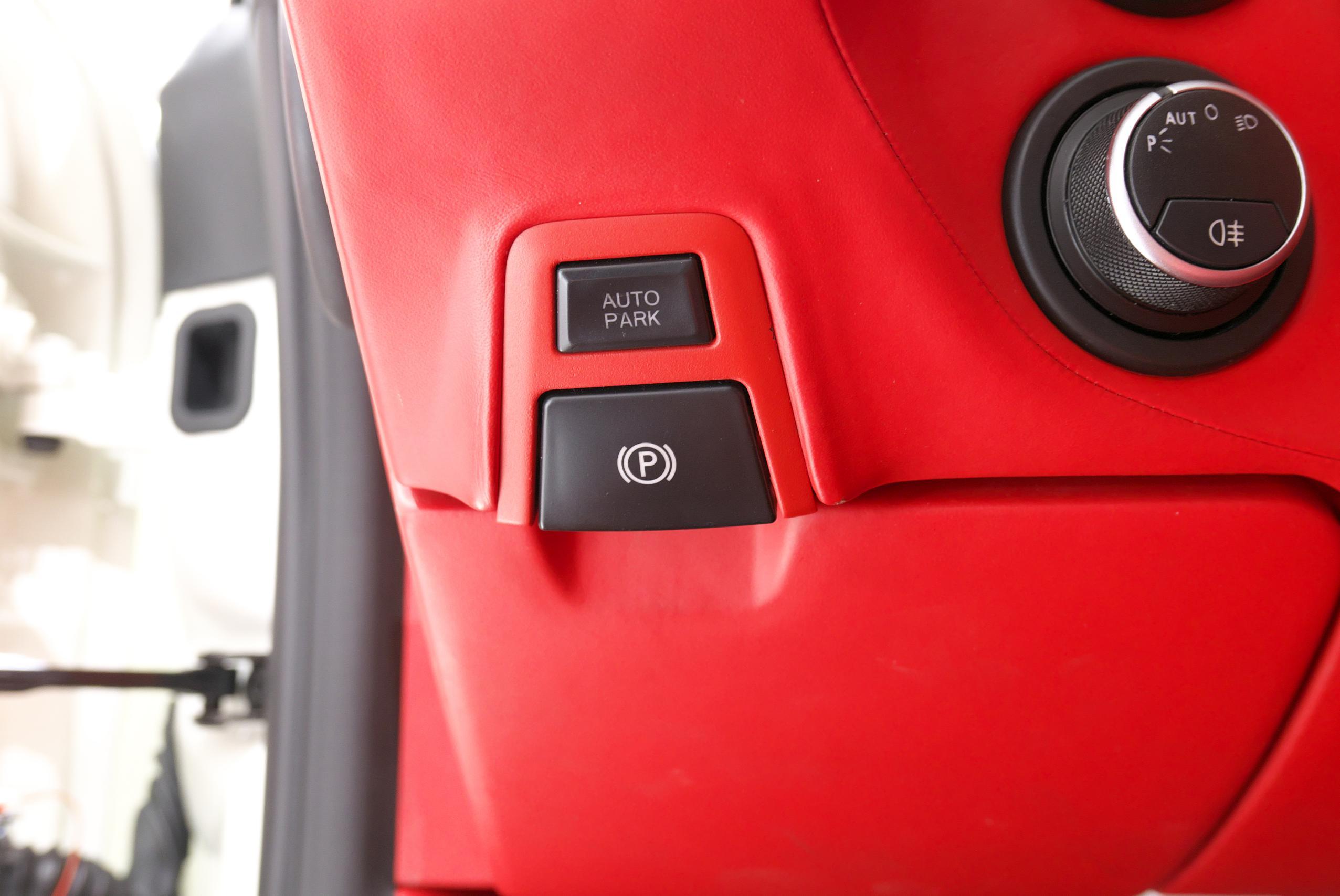 フェラーリ F12 ベルリネッタ 電動パーキングブレーキスイッチ