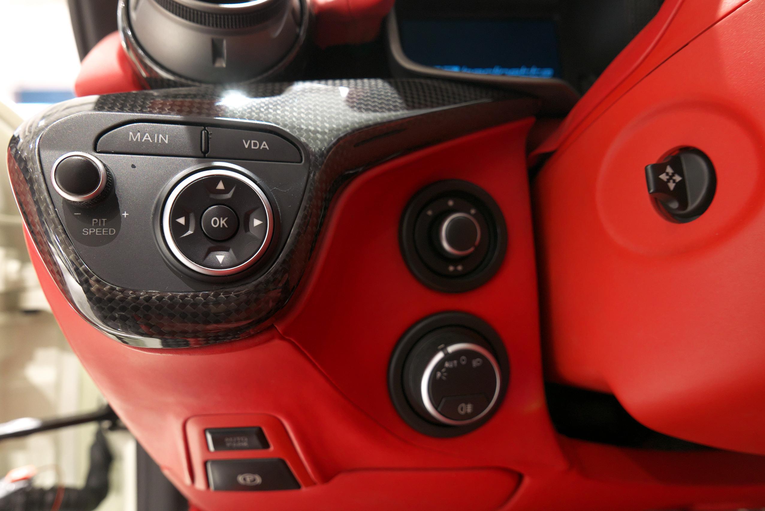 フェラーリ F12 ベルリネッタ ヘッドライトスイッチ