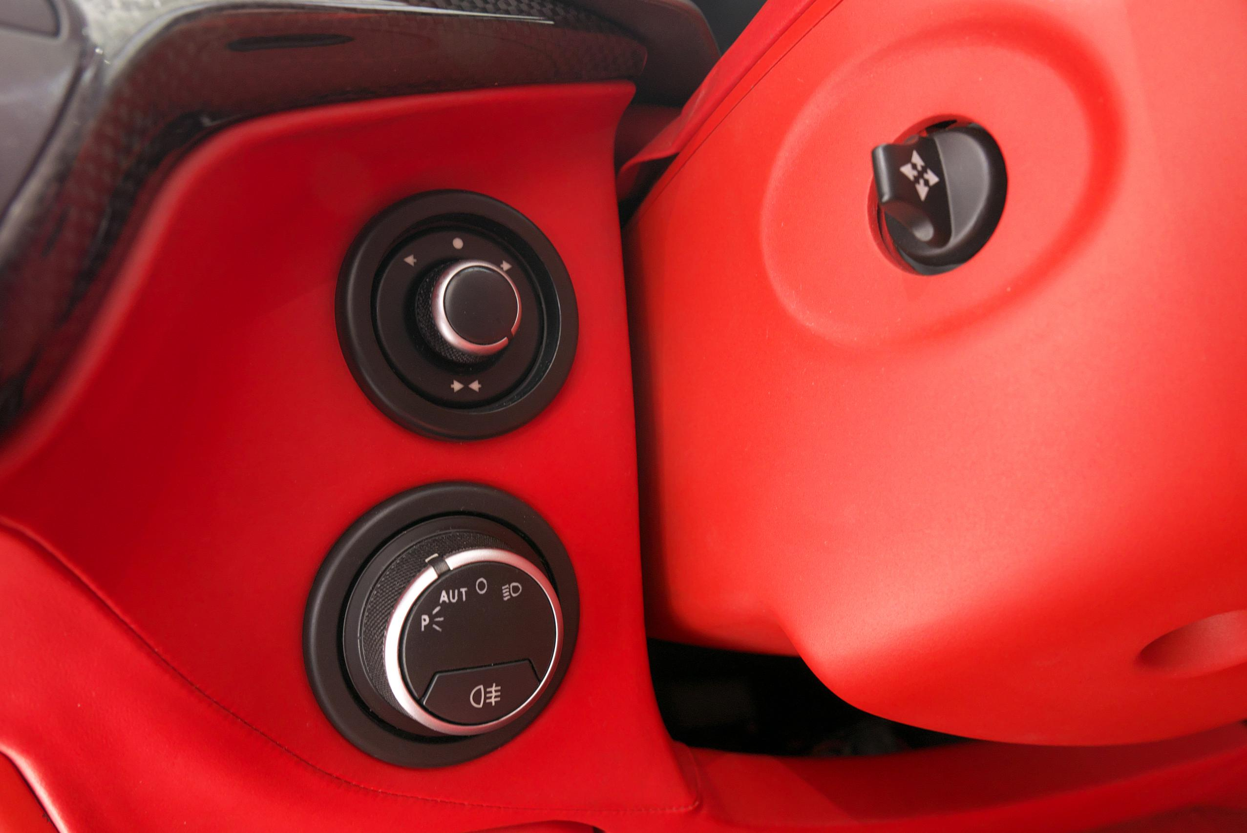 フェラーリ F12 ベルリネッタ 電動チルト&テレスコピックステアリングスイッチ
