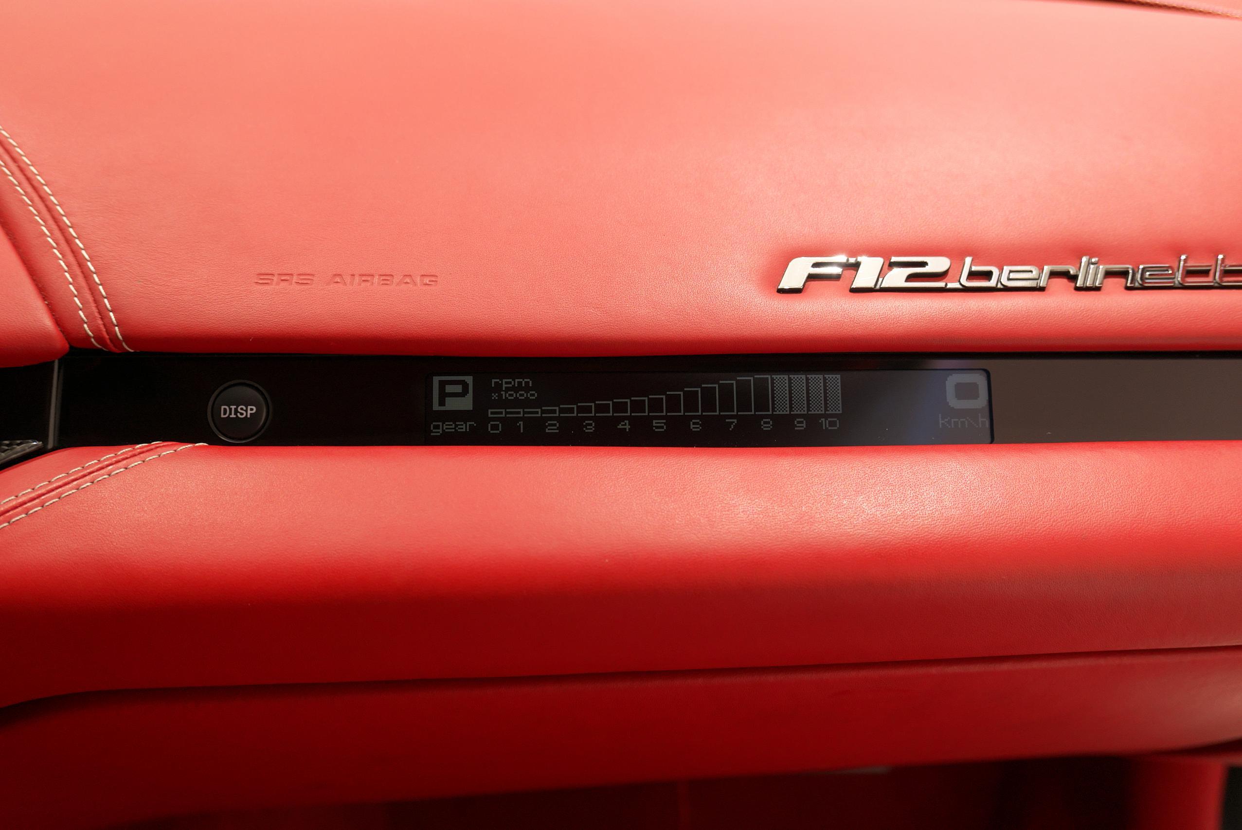 フェラーリ F12 ベルリネッタ 助手席ディスプレイ