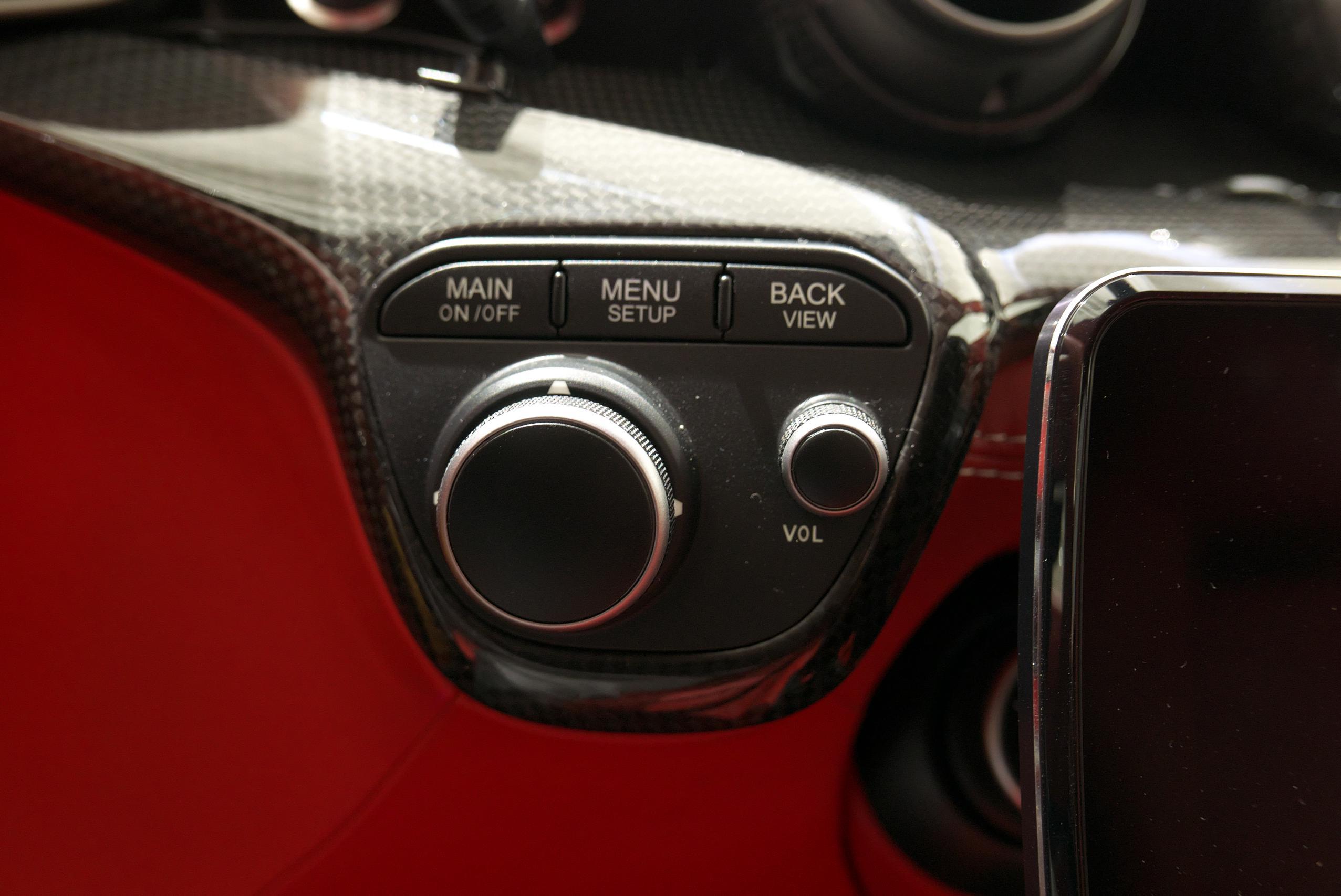 フェラーリ F12 ベルリネッタ メニューボタン