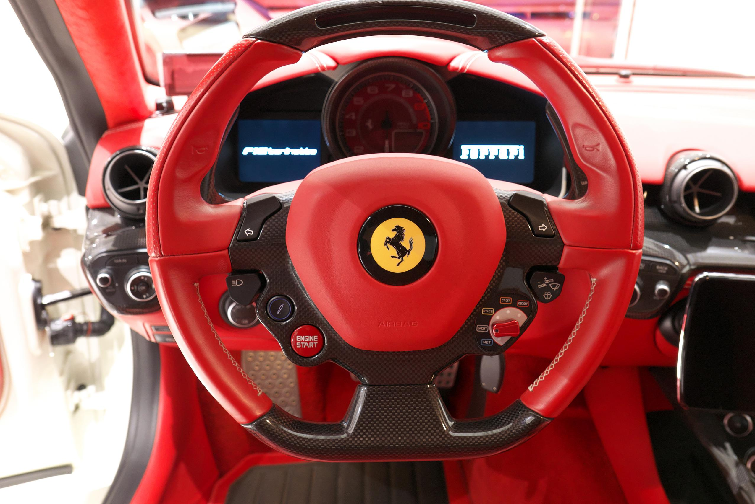 フェラーリ F12 ベルリネッタ LEDカーボンステアリング