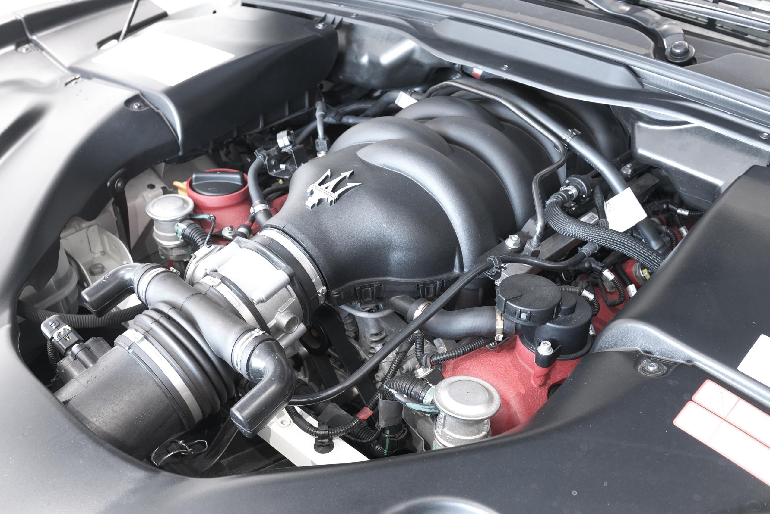 マセラティ グラントゥーリズモ MC ストラダーレ V8エンジン