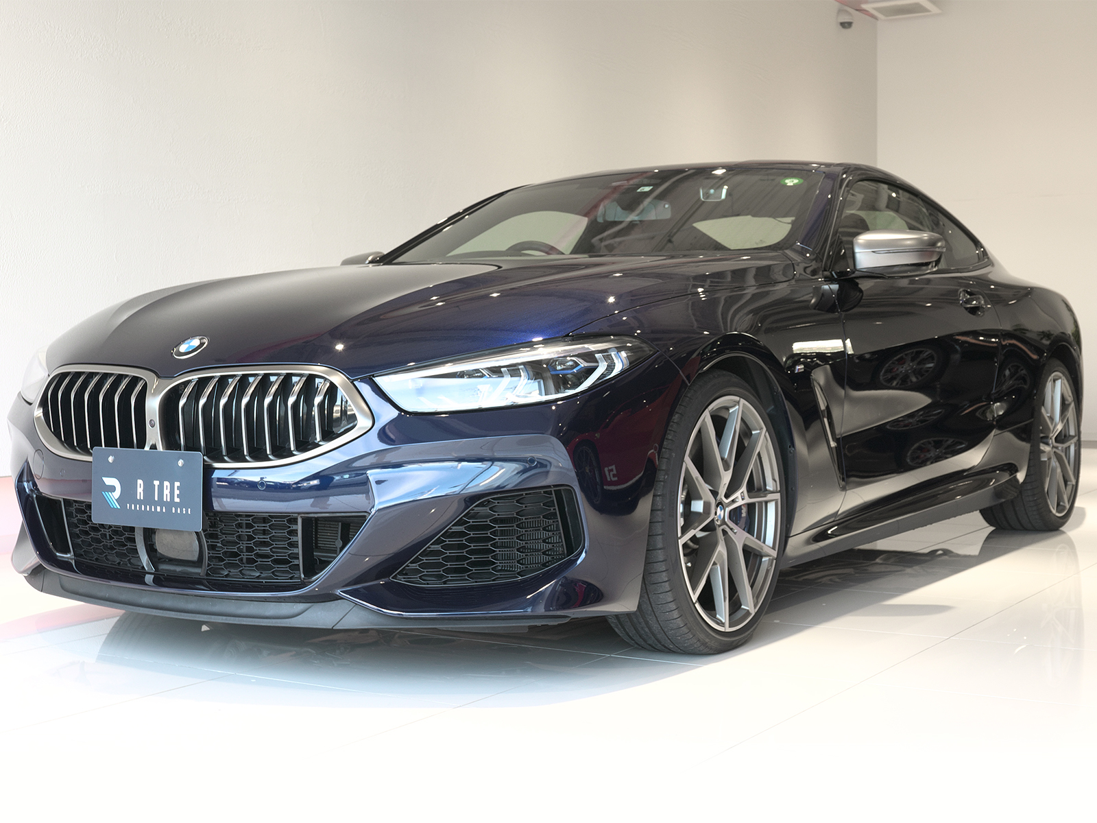 BMW M850i xDrive クーペ 左フロント