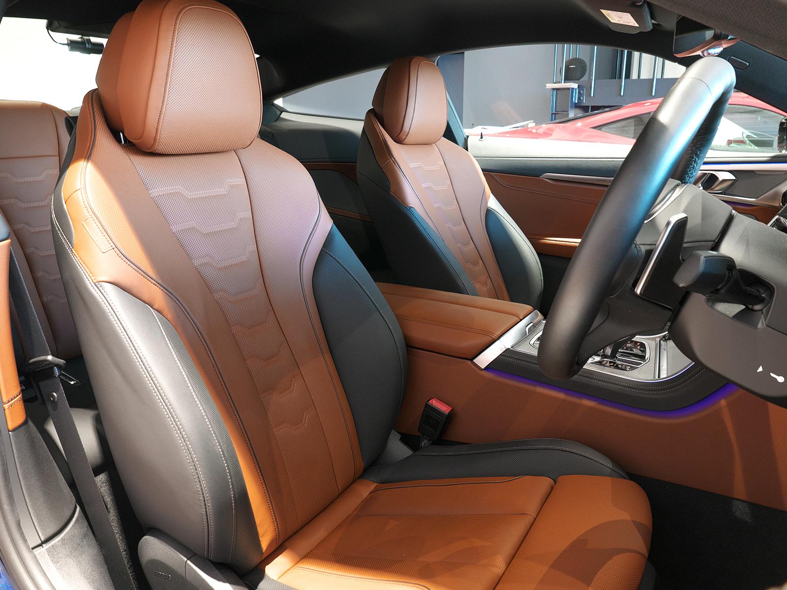 BMW M850i xDrive クーペ 運転席シート