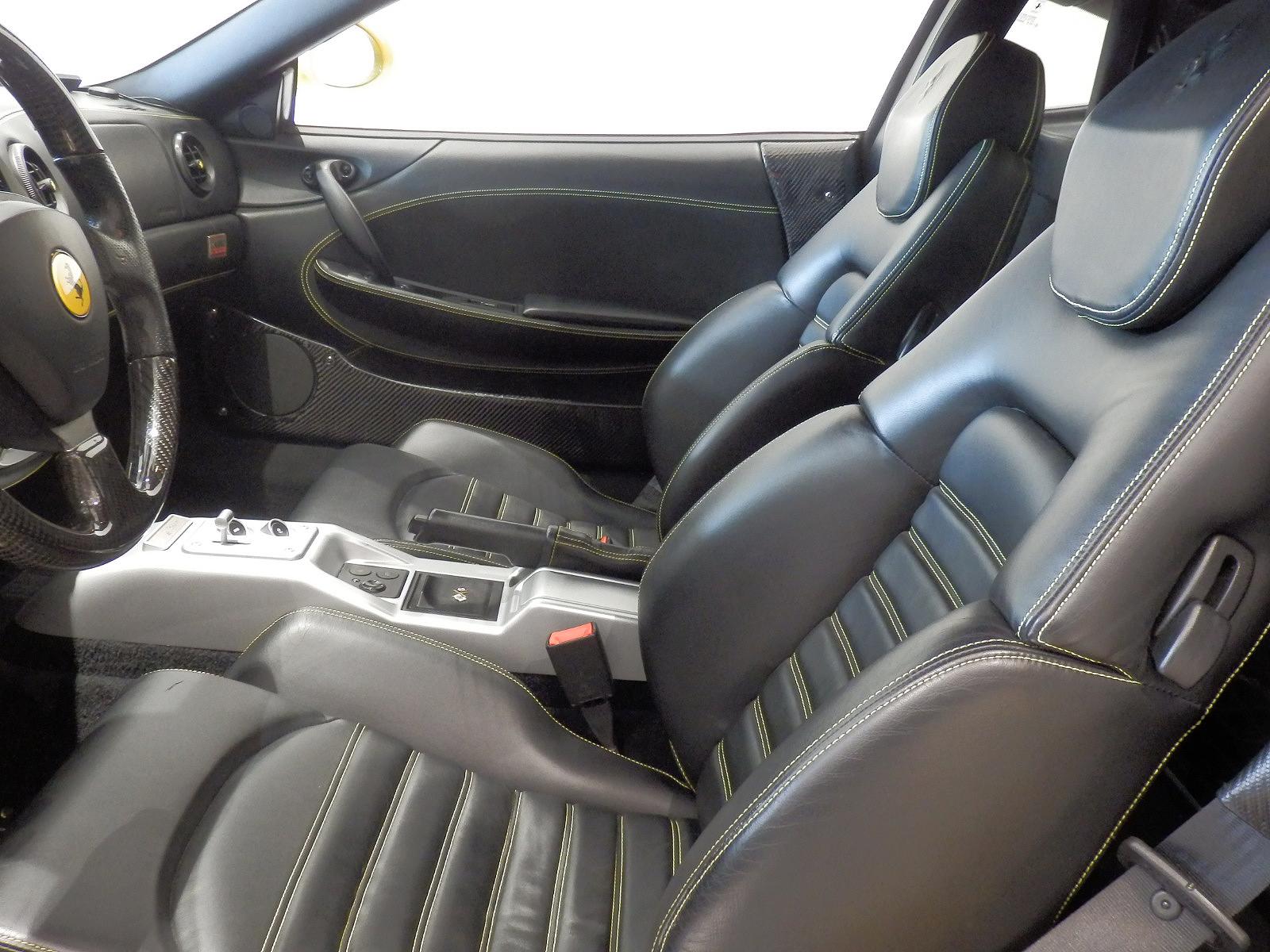 360 モデナ 運転席