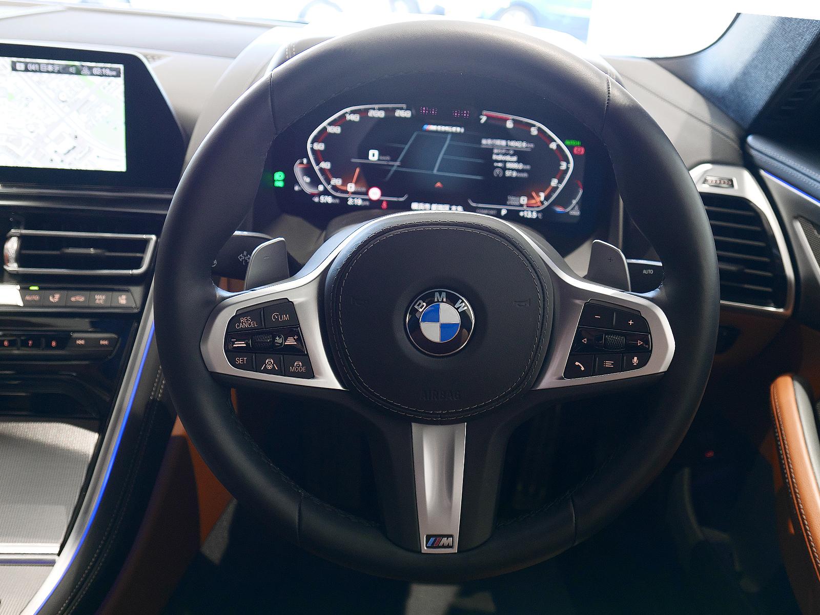 BMW M850i xDrive クーペ ハンドル