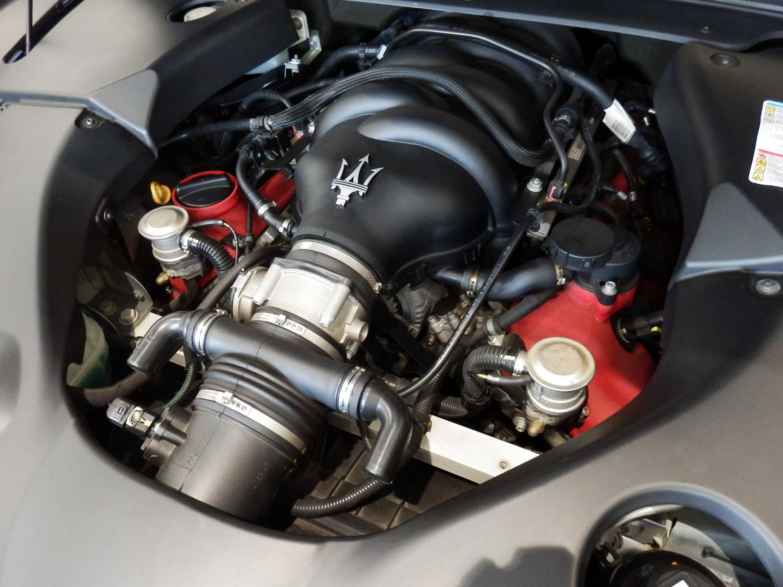 グラントゥーリズモ S オートマチック V8 エンジン