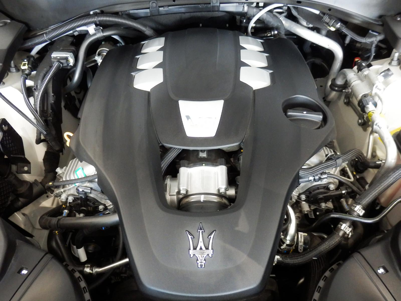 マセラティ レヴァンテ グランスポーツ エンジン