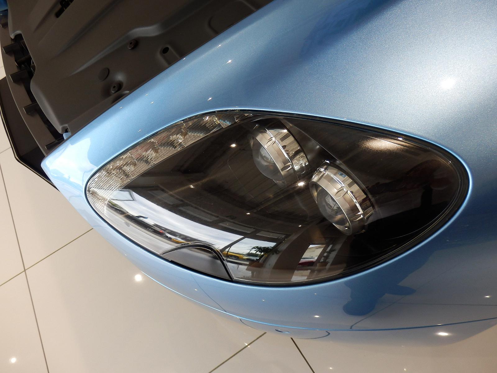 V8 ヴァンテージ N420 ヘッドライト