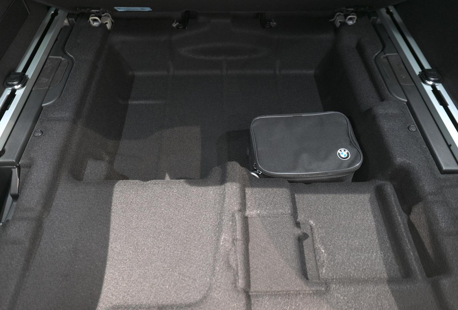 BMW アルピナ XD4 Allrad トランク