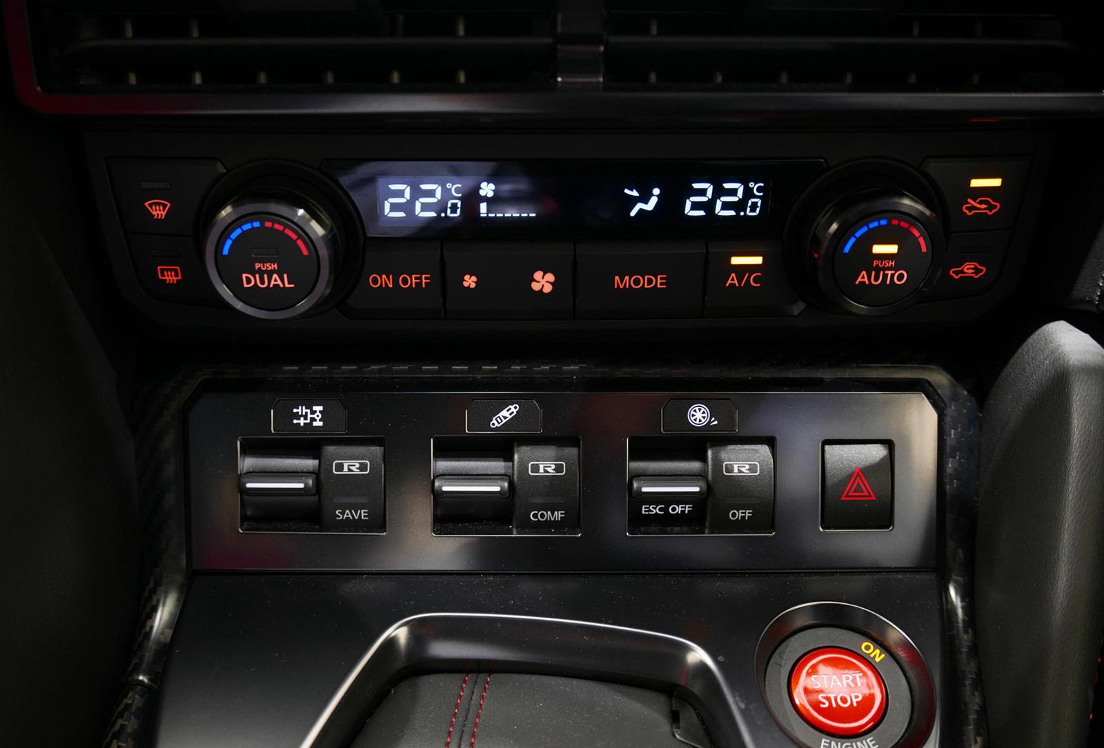 日産 GT-R NISMO エアコン操作パネル