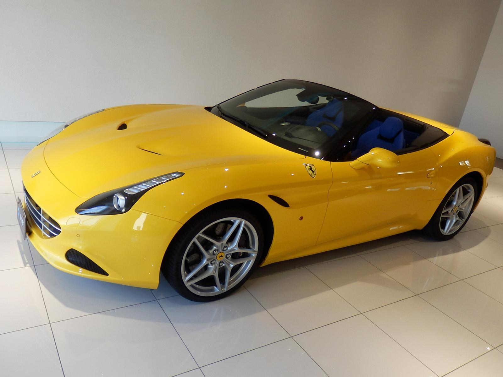 フェラーリ カリフォルニア T フロントアッパーアングル