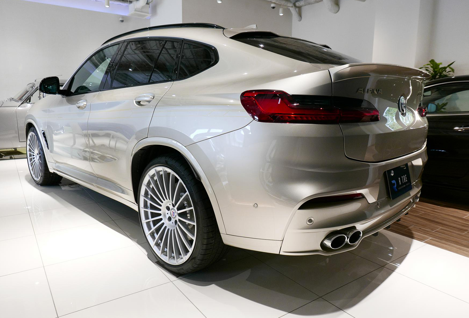 BMW アルピナ XD4 Allrad 左リア