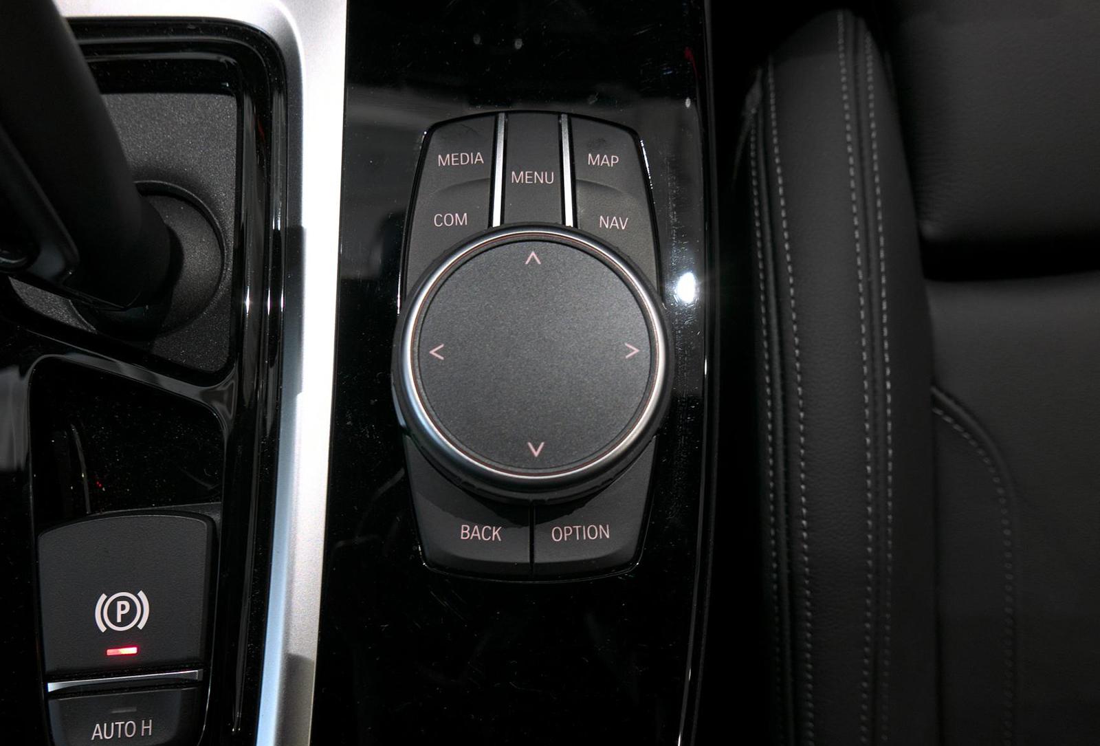BMW アルピナ XD4 Allrad ナビ操作パネル