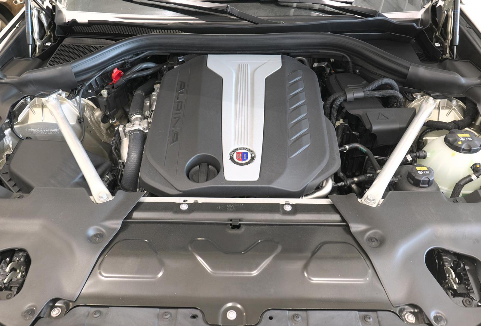 BMW アルピナ XD4 Allrad エンジンルーム