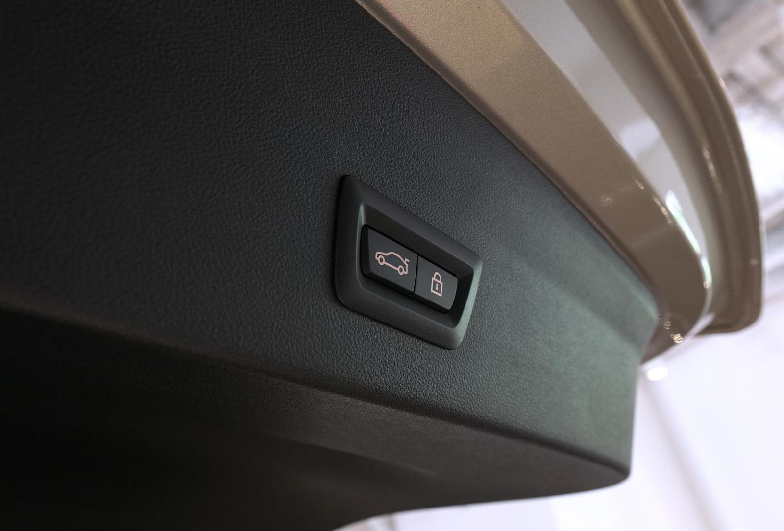 BMW アルピナ XD4 Allrad パワーテールゲートスイッチ