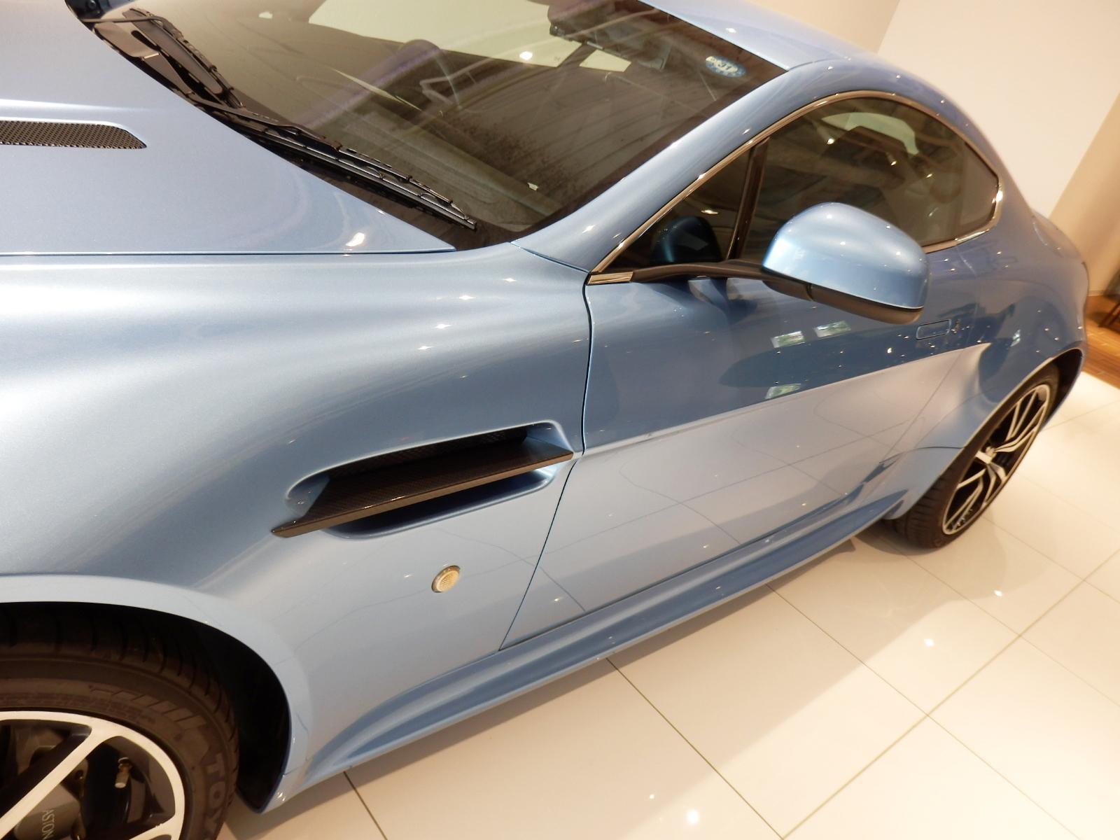 V8 ヴァンテージ N420 サイド