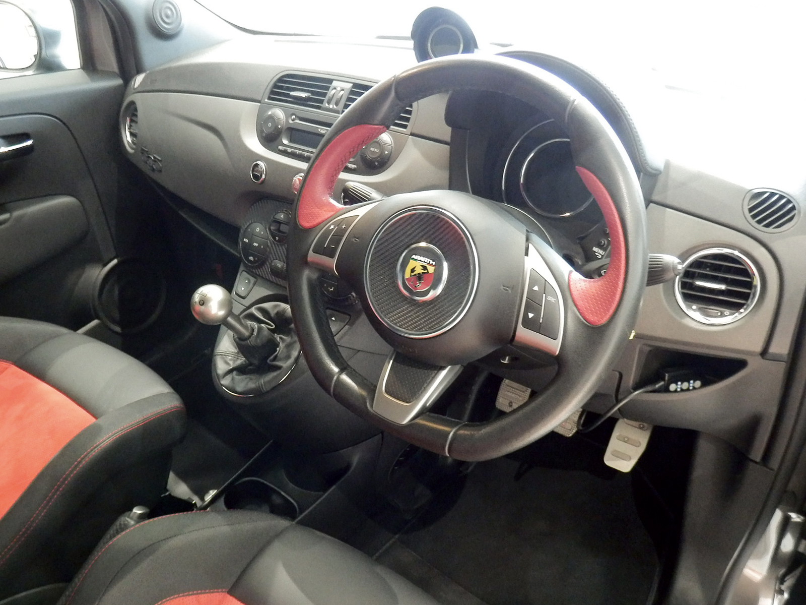 アバルト 595 コンペティツィオーネ 内装