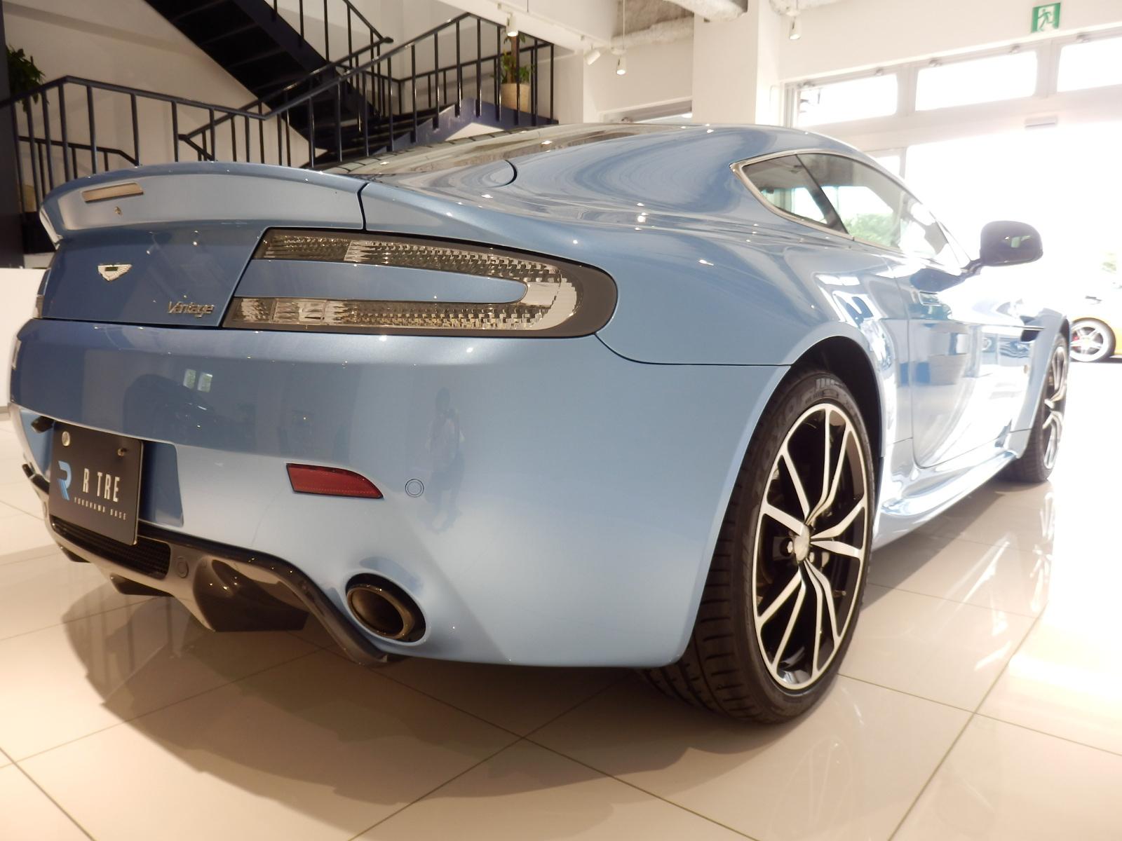 V8 ヴァンテージ N420 右リア