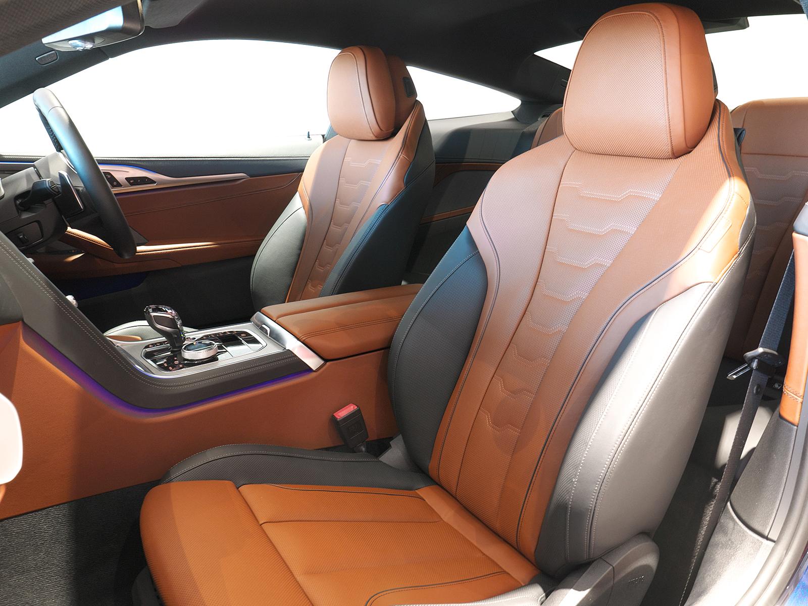 BMW M850i xDrive クーペ 助手席シート