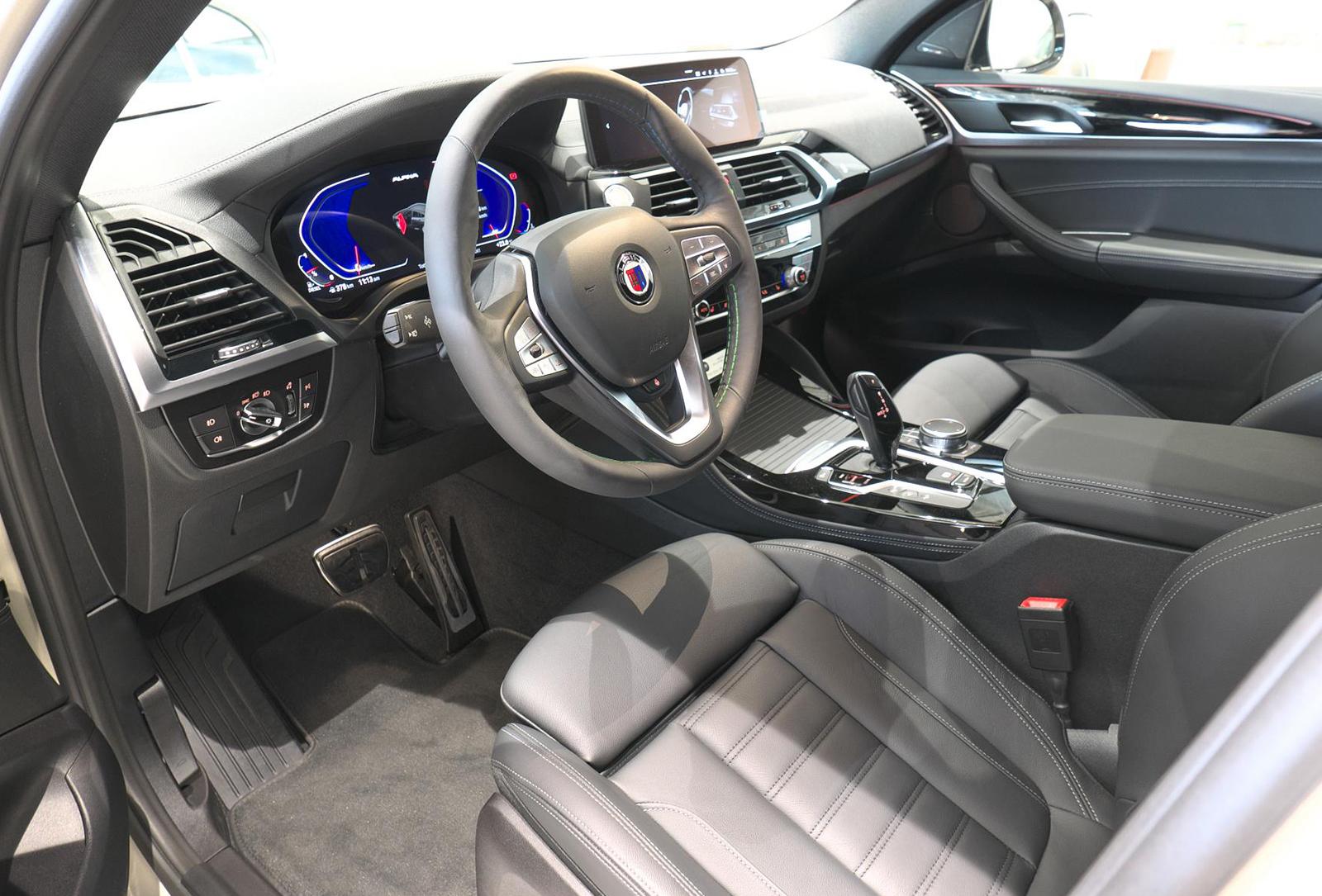 BMW アルピナ XD4 Allrad 運転席