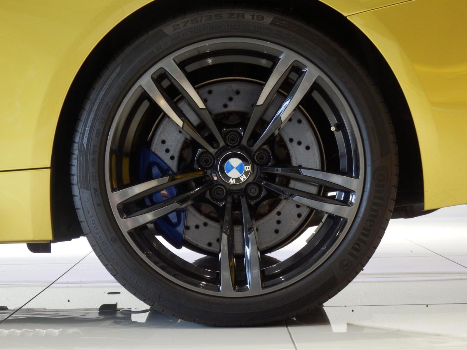 BMW M4 クーペ オースチンイエロー ホイール