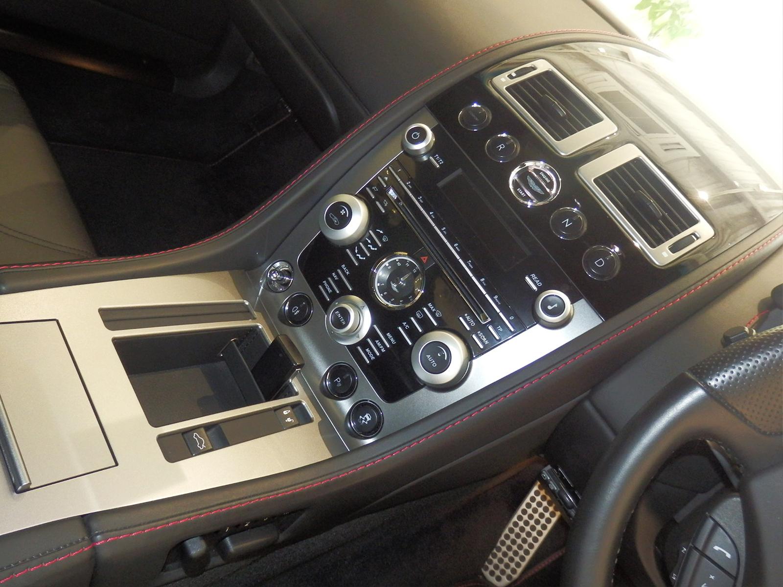 V8 ヴァンテージ N420 内装