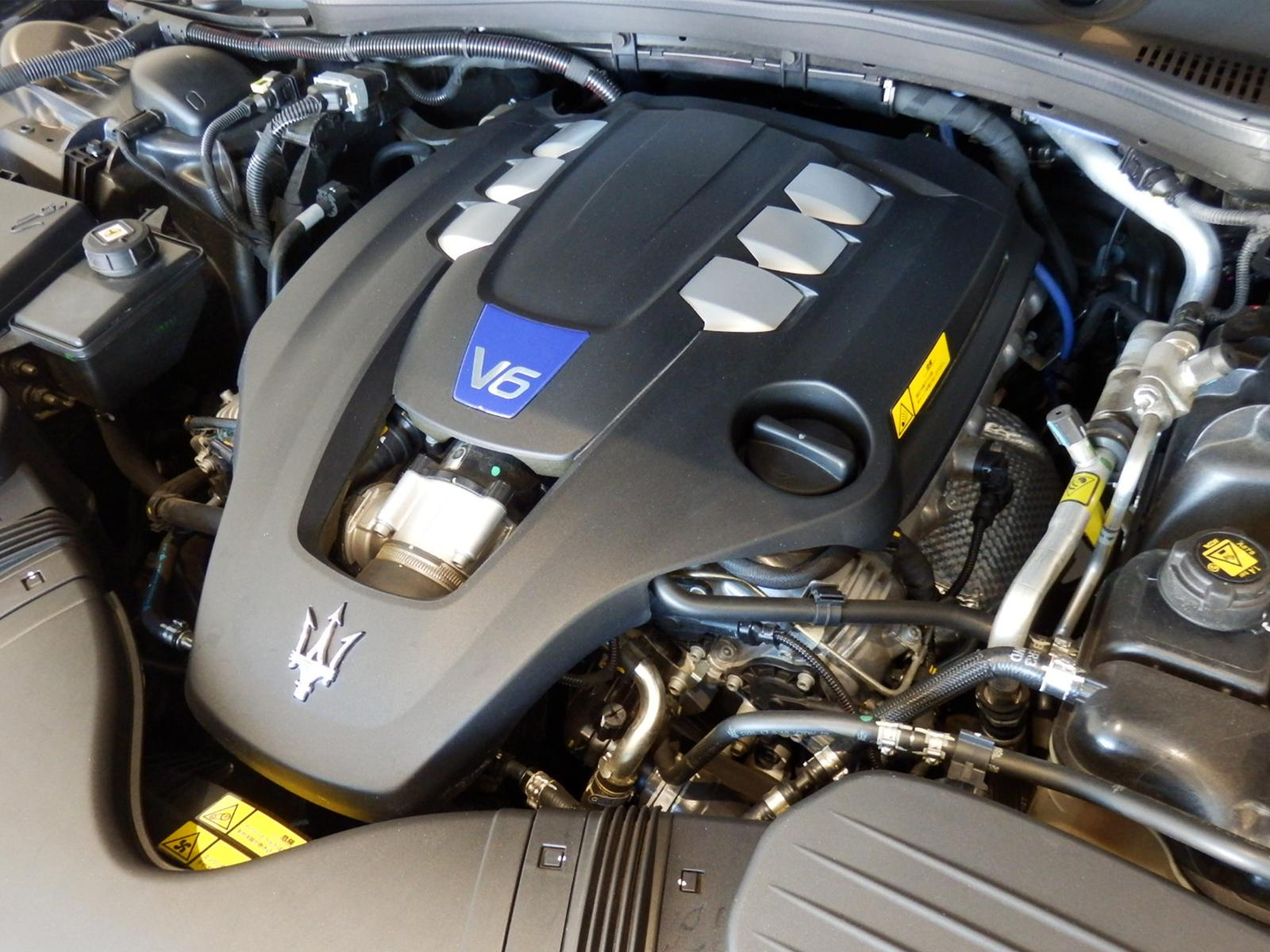 マセラティ ギブリ S V6エンジン