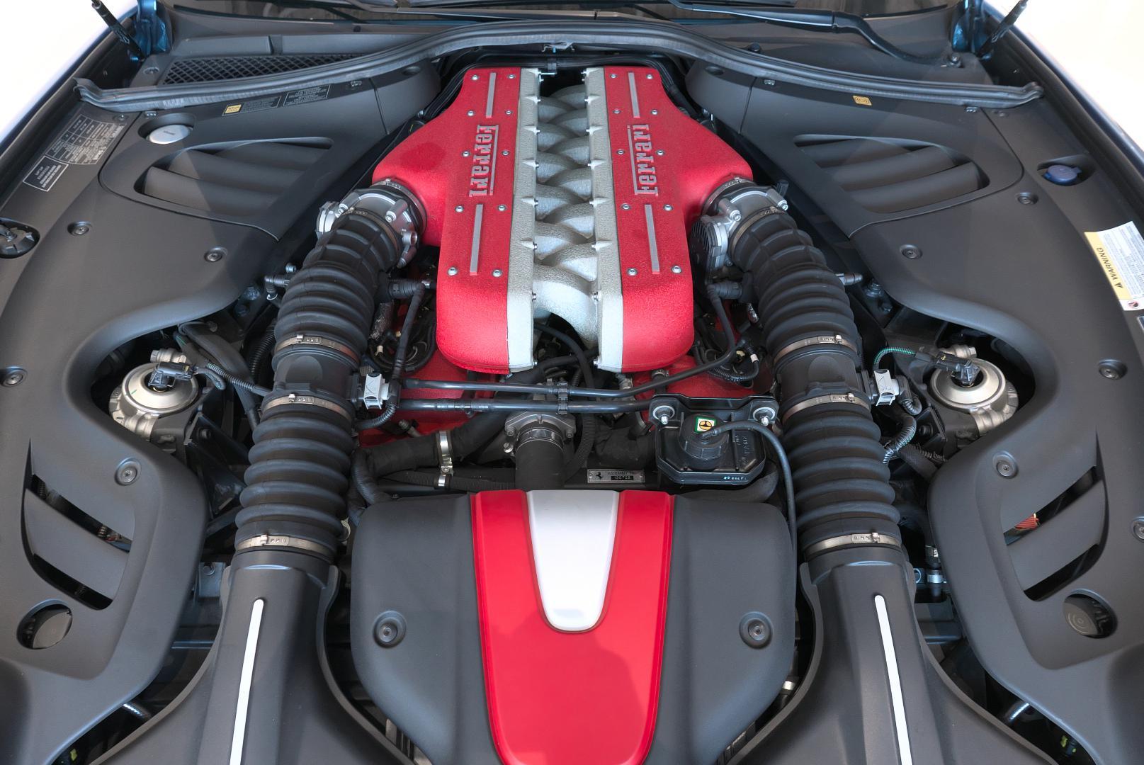 フェラーリ FF エンジンルーム