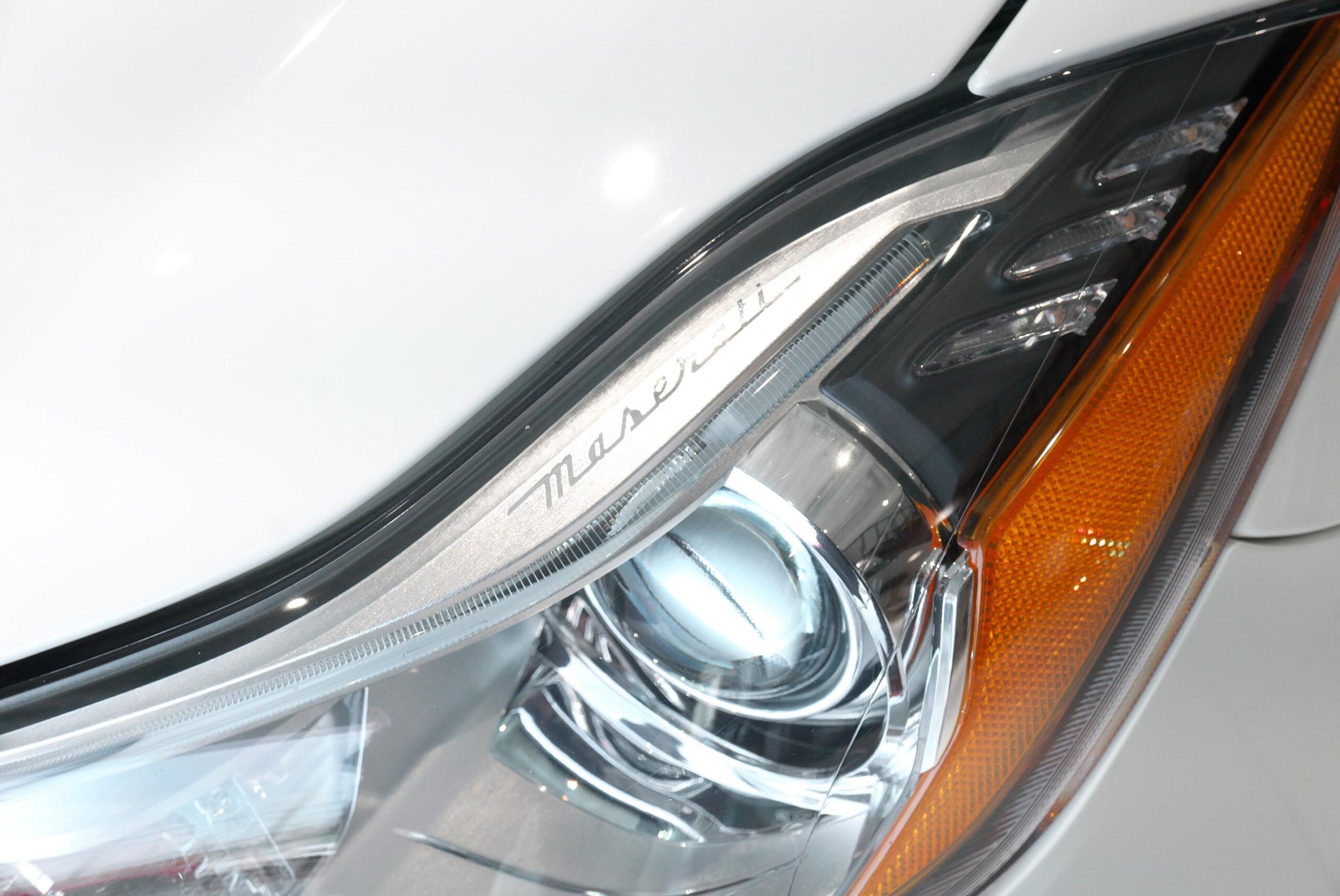 マセラティ クアトロポルテ GTS ヘッドライト