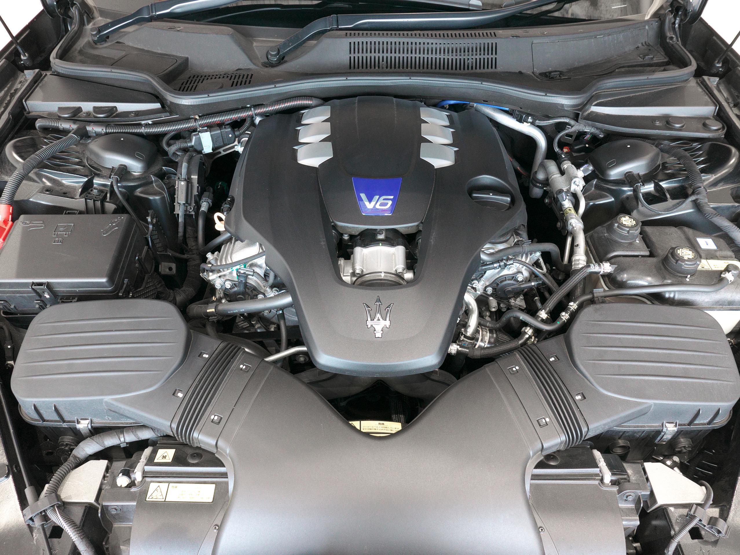マセラティ クアトロポルテ S グランスポーツ エンジン