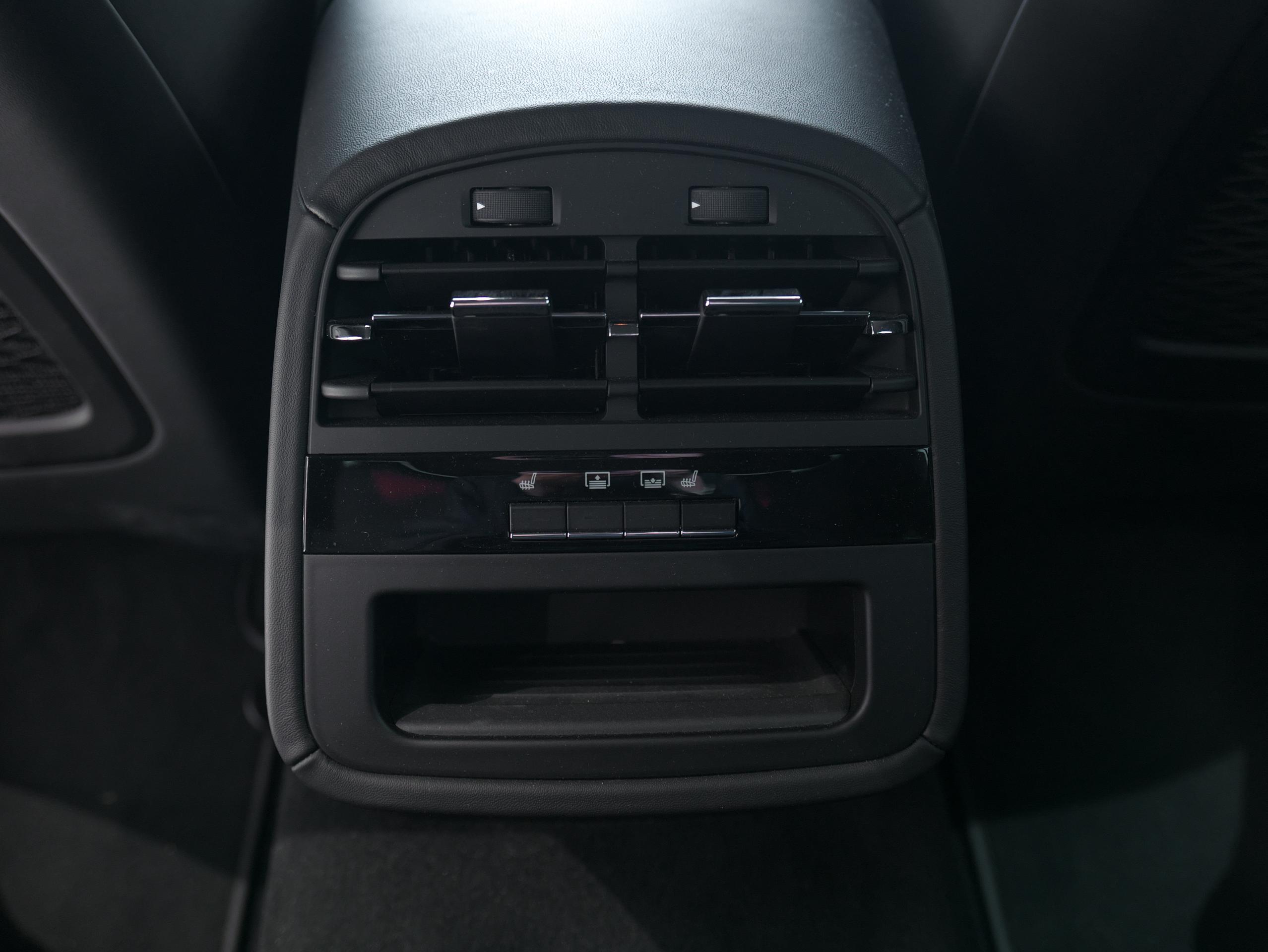 マセラティ クアトロポルテ S グランスポーツ リアシートヒーター