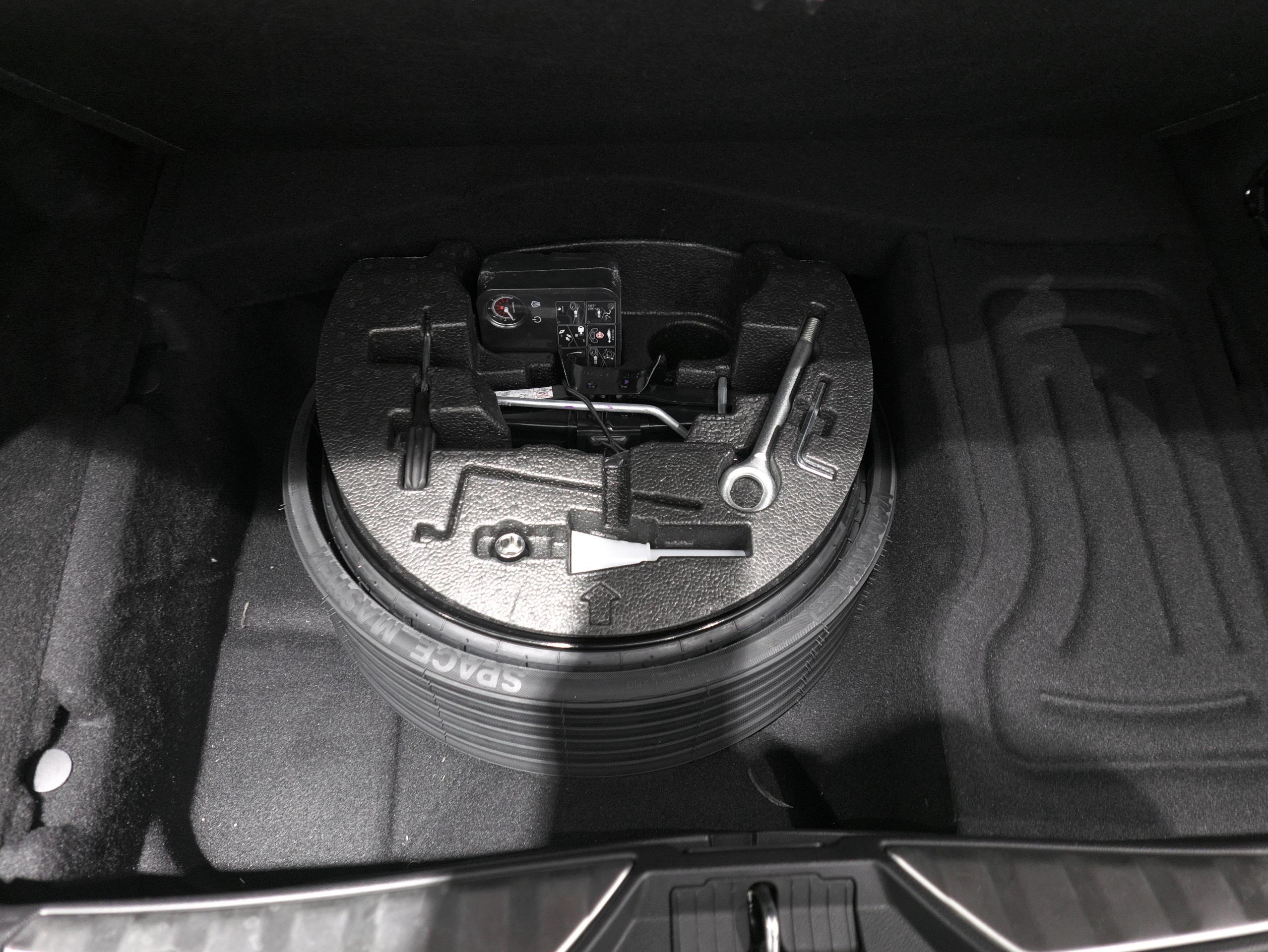 マセラティ クアトロポルテ S グランスポーツ 車載工具
