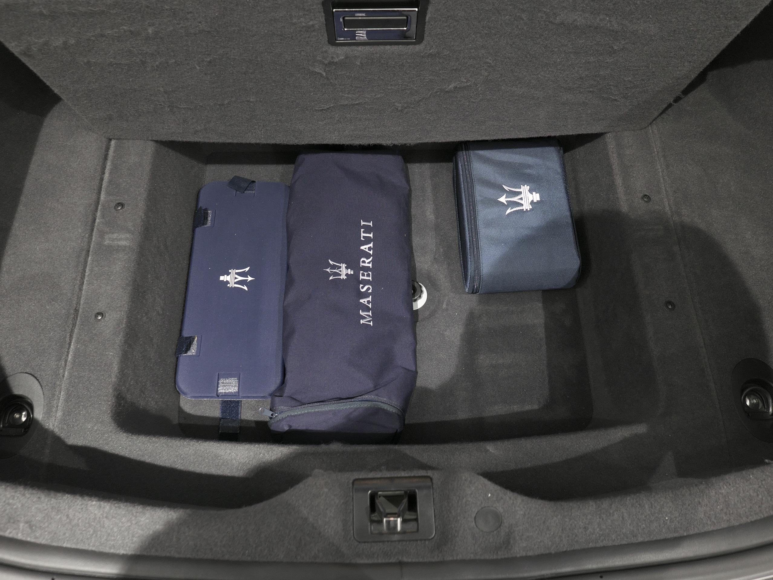 マセラティ クアトロポルテ スポーツGT S ラッゲジスペース